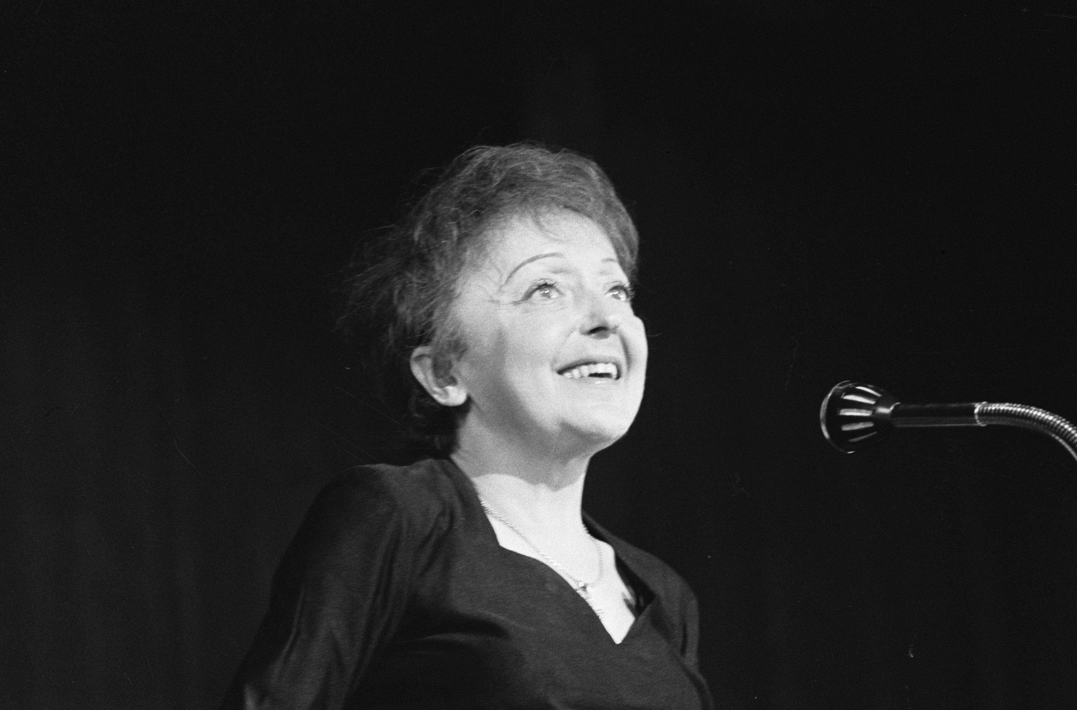 Édith Piaf Größe