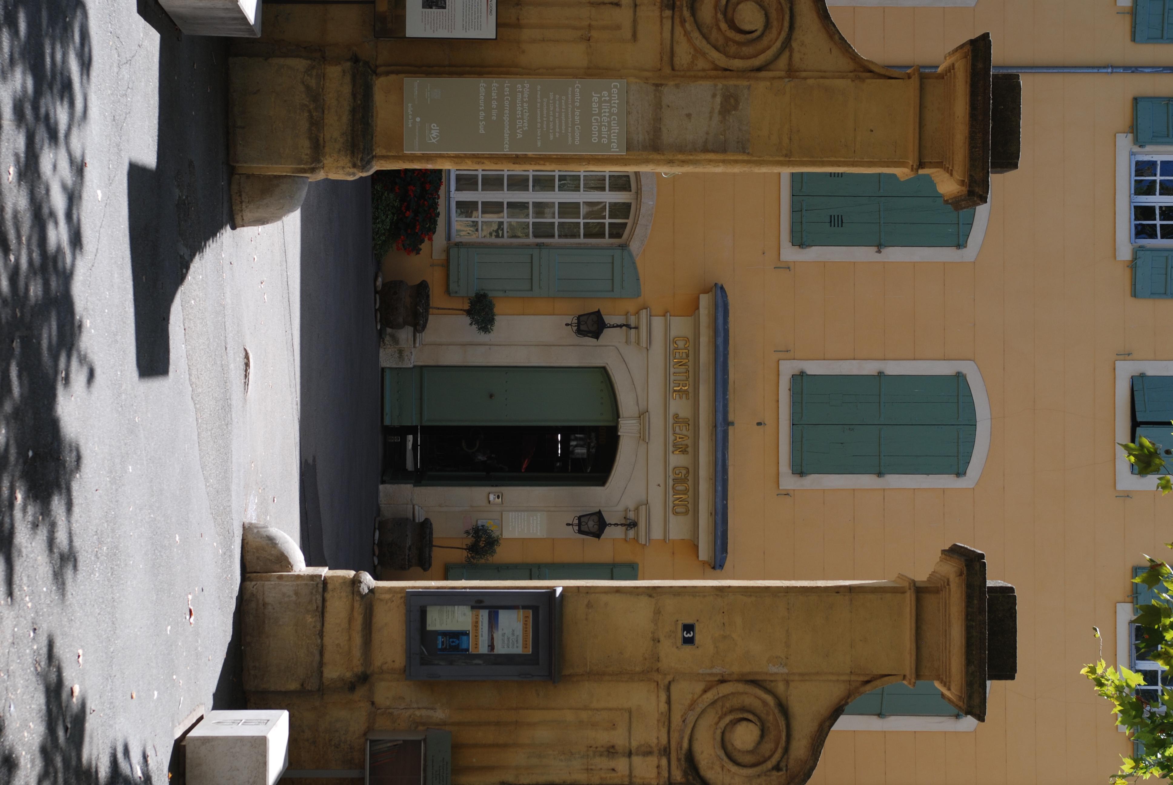 Datei:Entree, Centre Jean Giono.jpg – Wikipedia