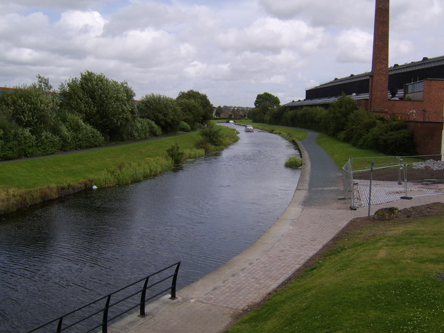 Forth and Clyde Canal, Clydebank - geograph.org.uk - 515436