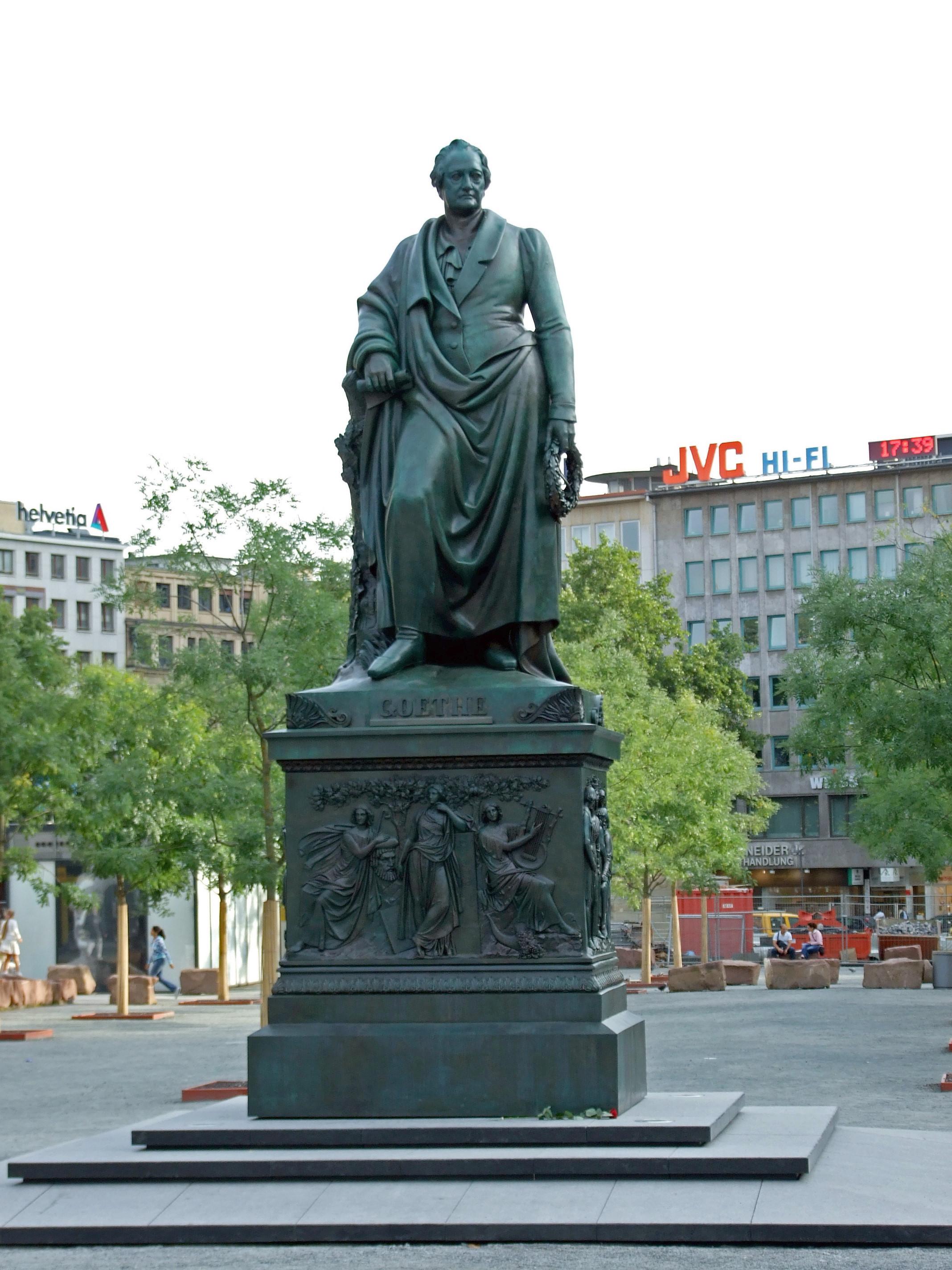 Monumento a Goethe, tras su restauración y colocación (2007) en la plaza Goethe de Fráncfort.