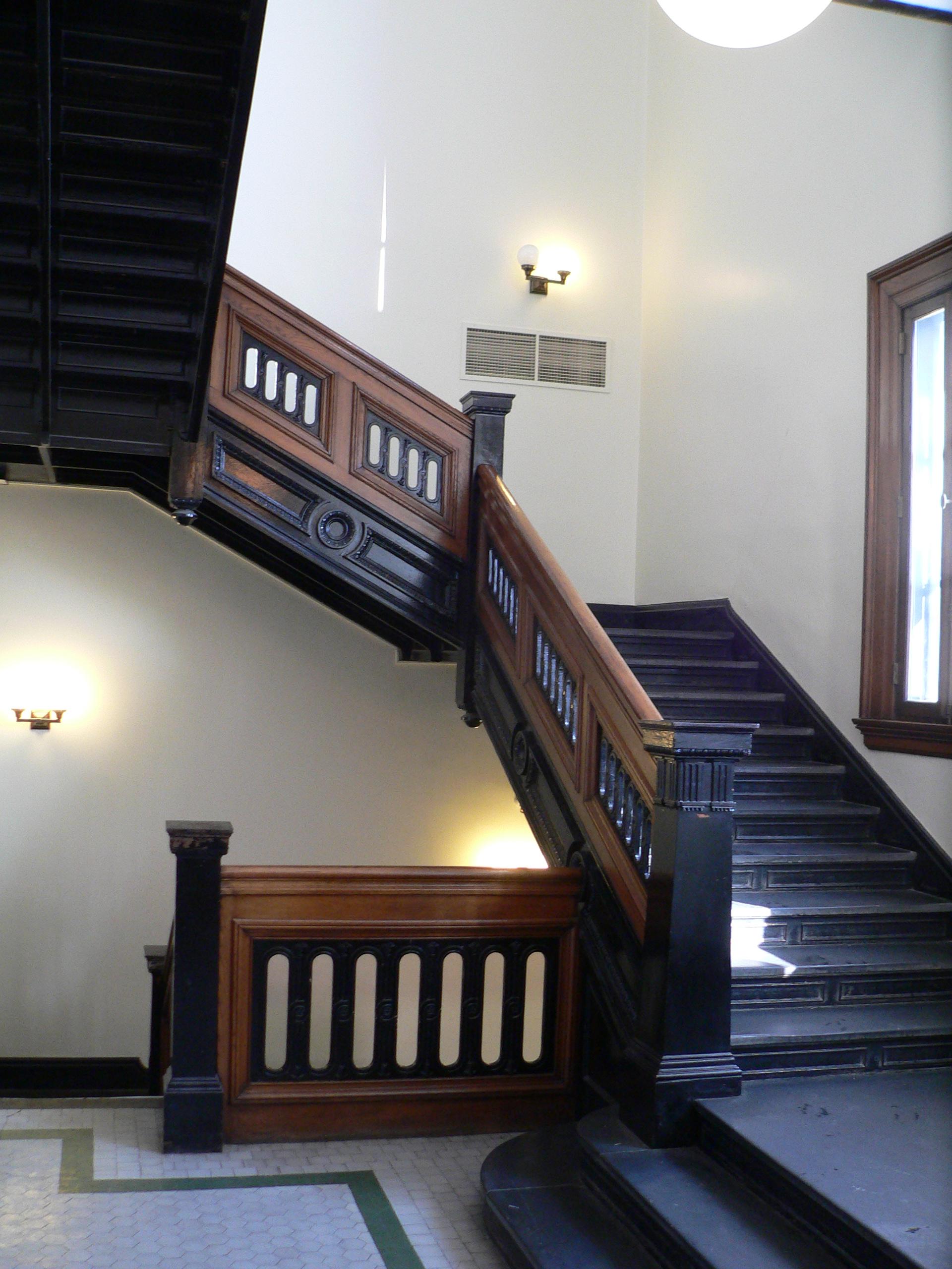 file:hall county courthouse (nebraska) interior staircase