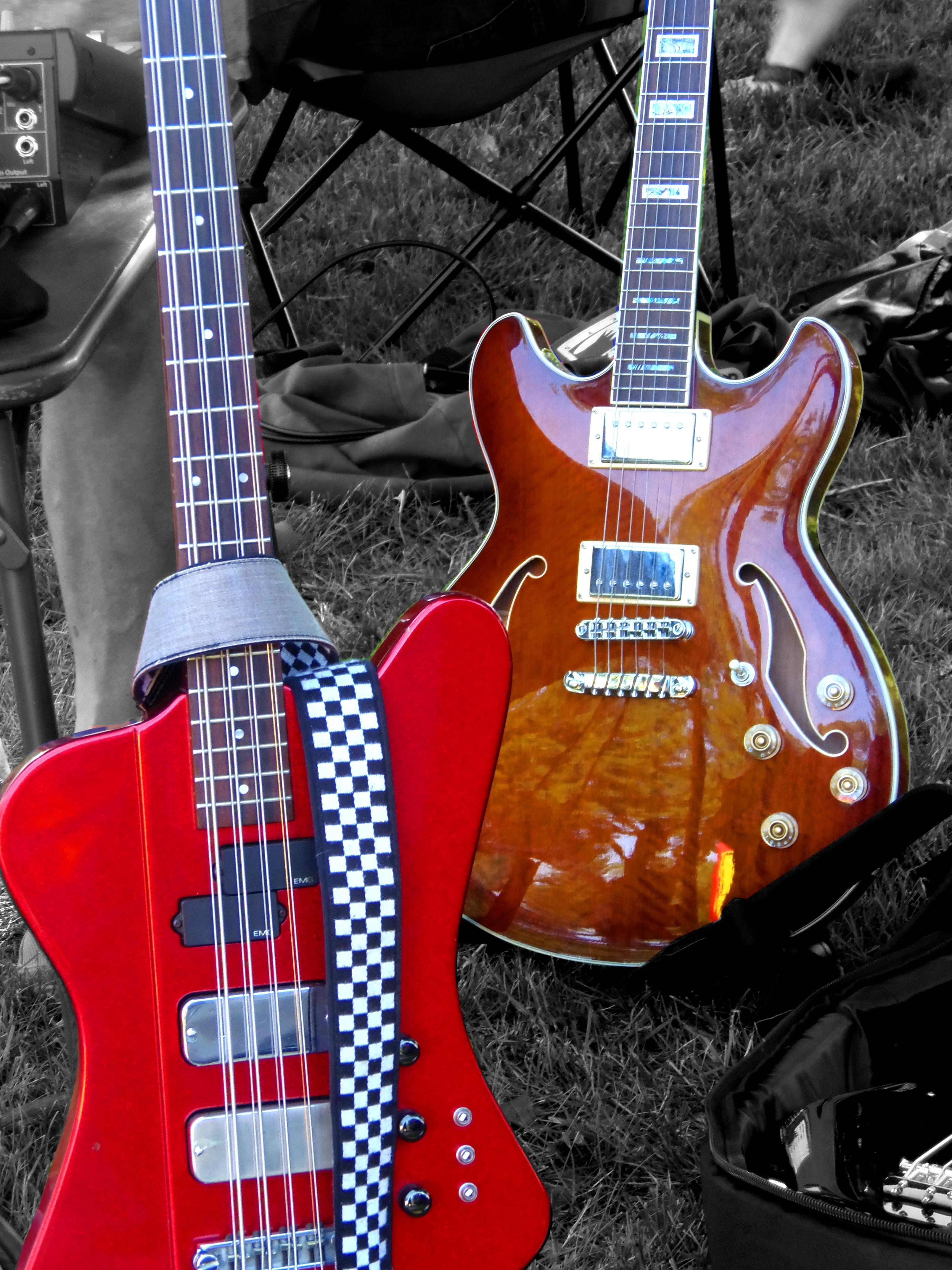 File:Hamer Thunderbird 8 string bass & Semi acoustic guitar.jpg