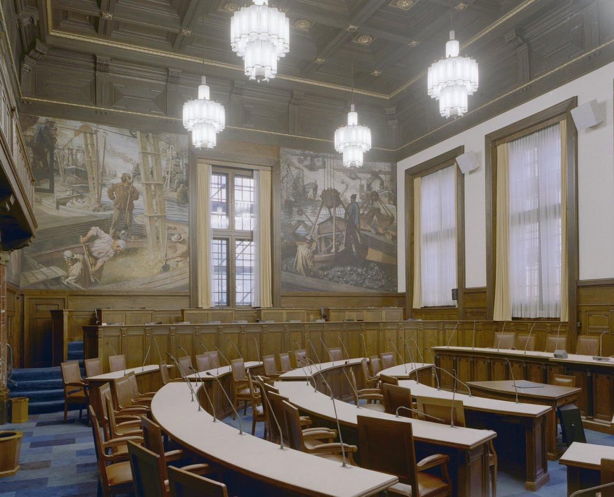 File interieur eerste verdieping overzicht raadzaal met for Interieur rotterdam