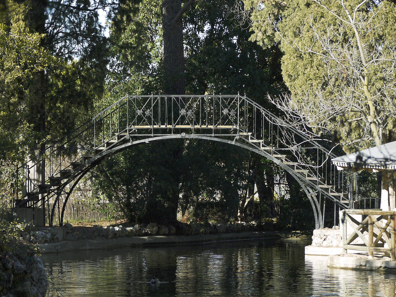 Puente de hierro del Parque de El Capricho - Wikipedia, la ...