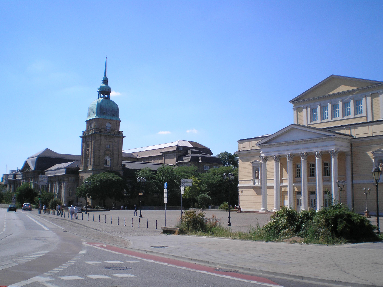 karolinen-platz-darmstadt.jpg