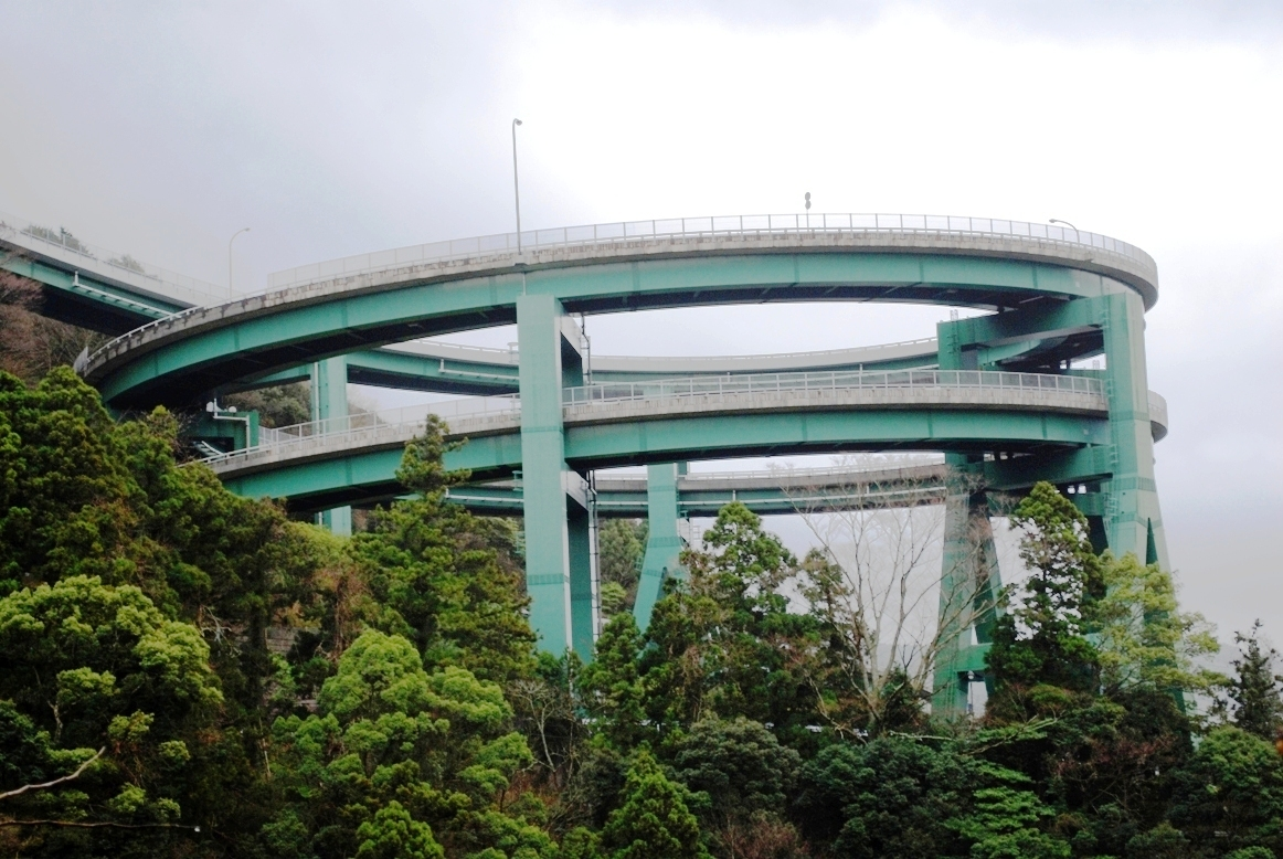 https://upload.wikimedia.org/wikipedia/commons/a/aa/Kawazu_roopbridge01.JPG