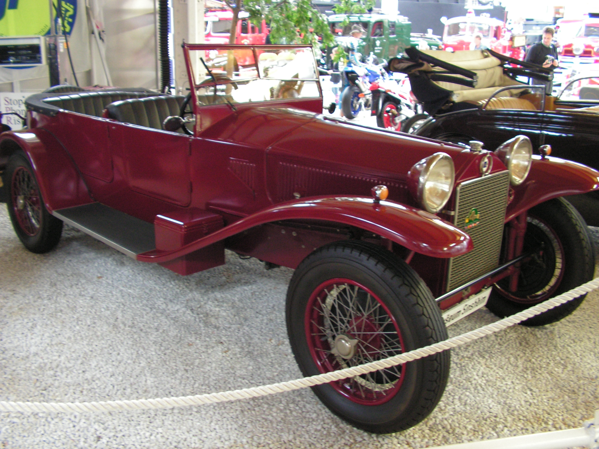 https://upload.wikimedia.org/wikipedia/commons/a/aa/Lancia-Lambda.jpg