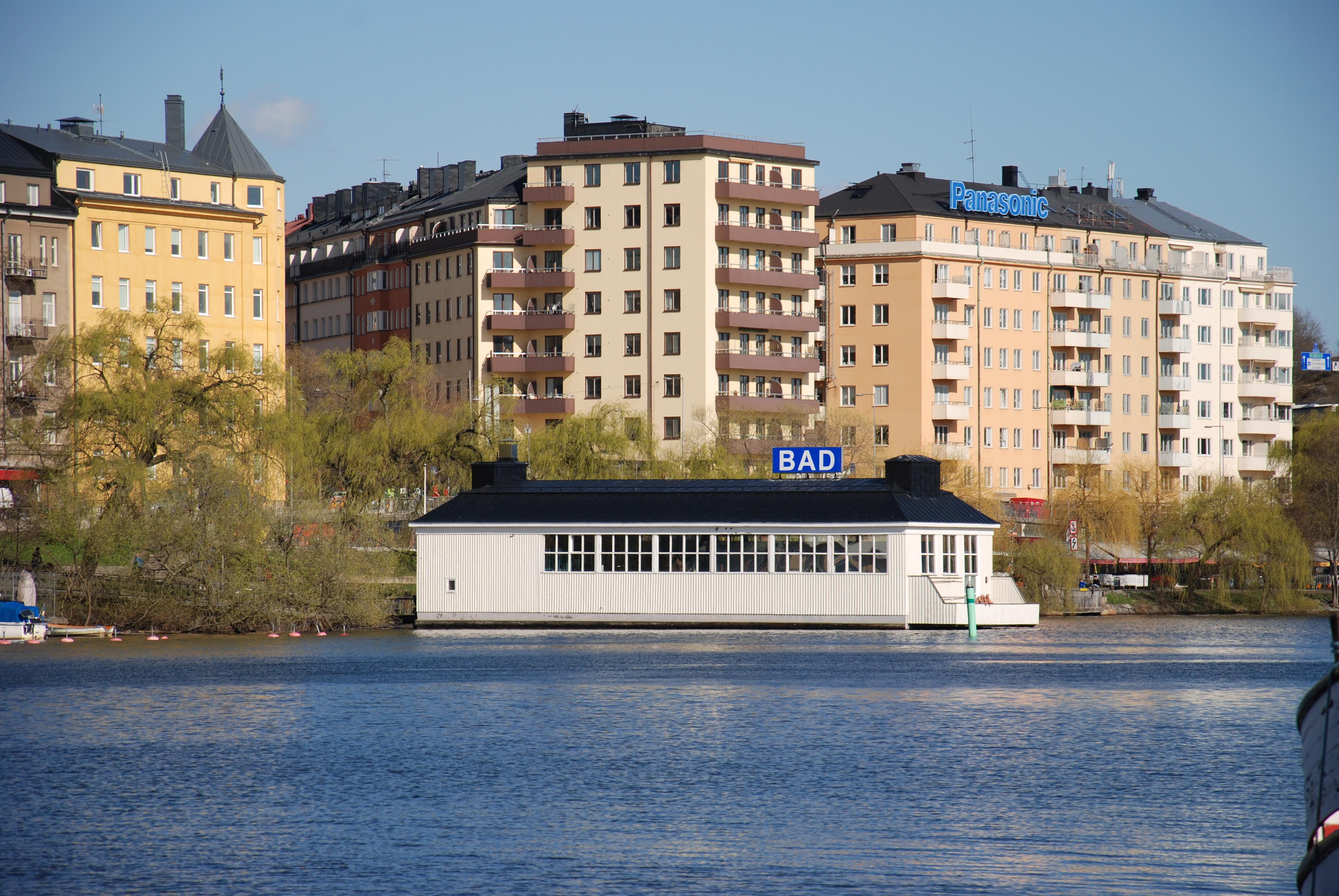 varm bassäng i stockholm