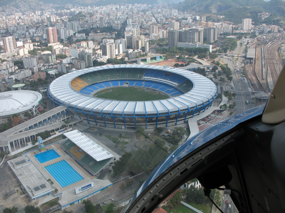 http://upload.wikimedia.org/wikipedia/commons/a/aa/Maracana.jpg