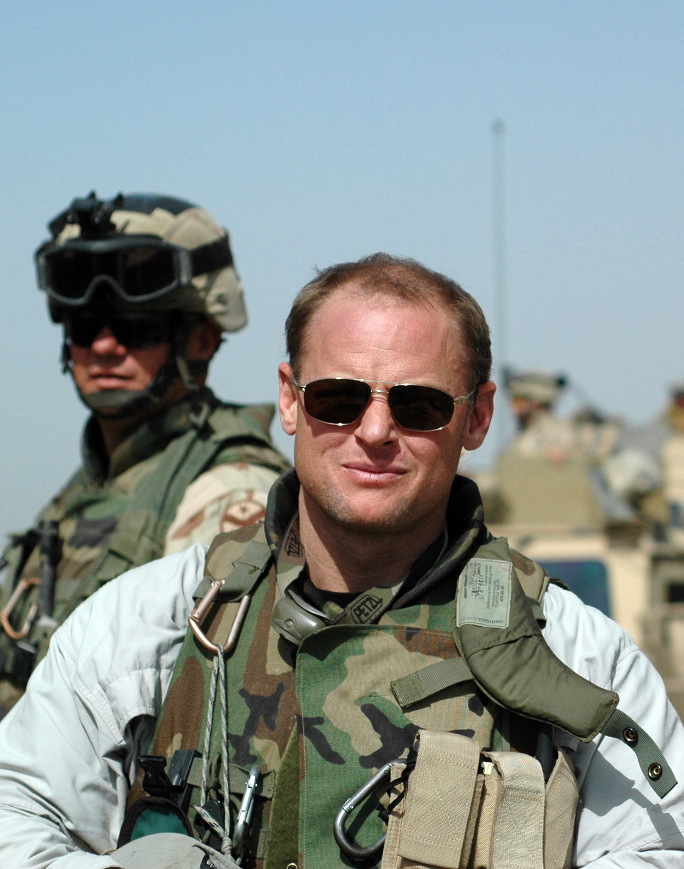 http://upload.wikimedia.org/wikipedia/commons/a/aa/Michael_Yon_in_Iraq.JPG