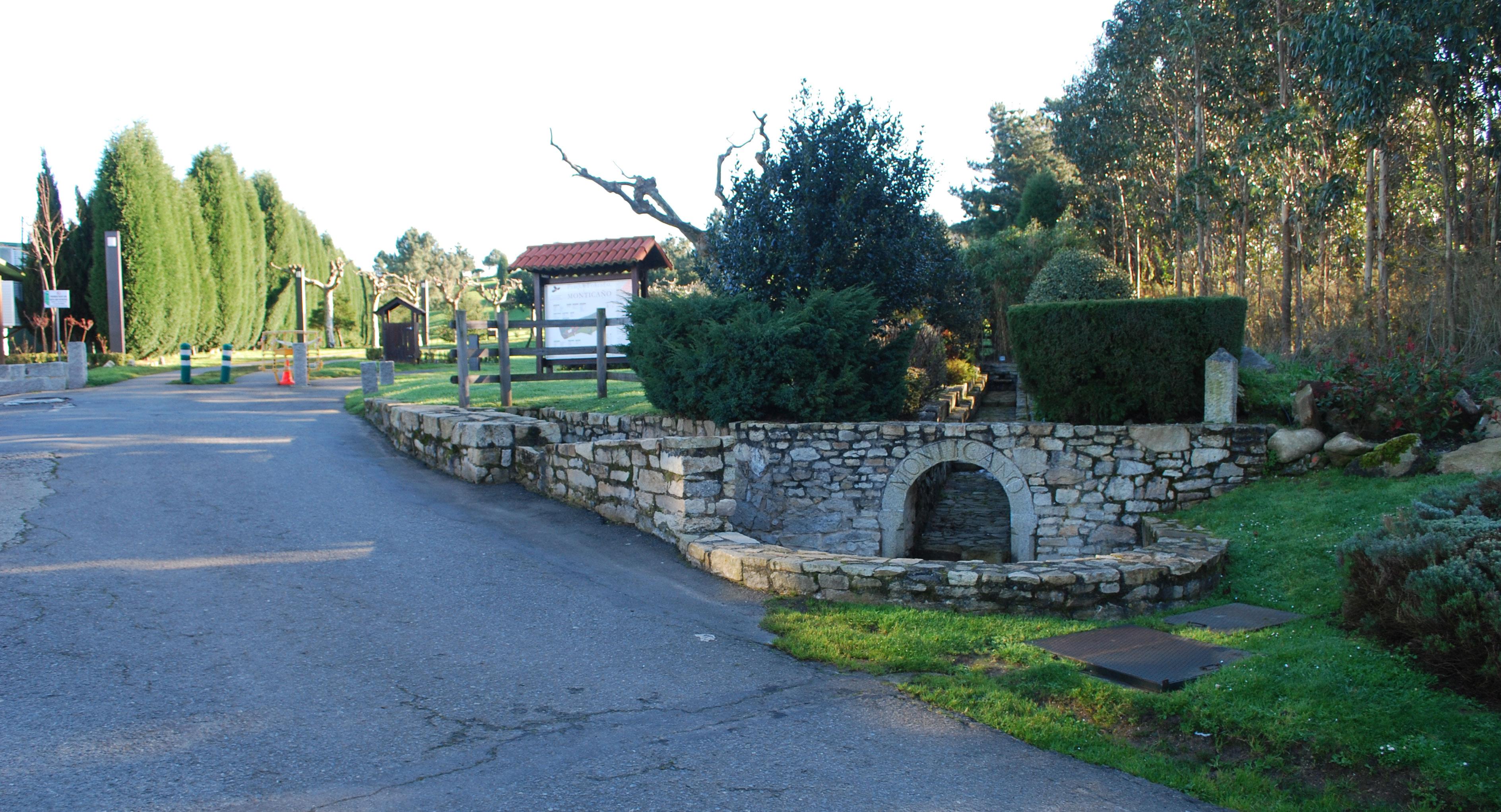 Entrada al parque de Monticaño