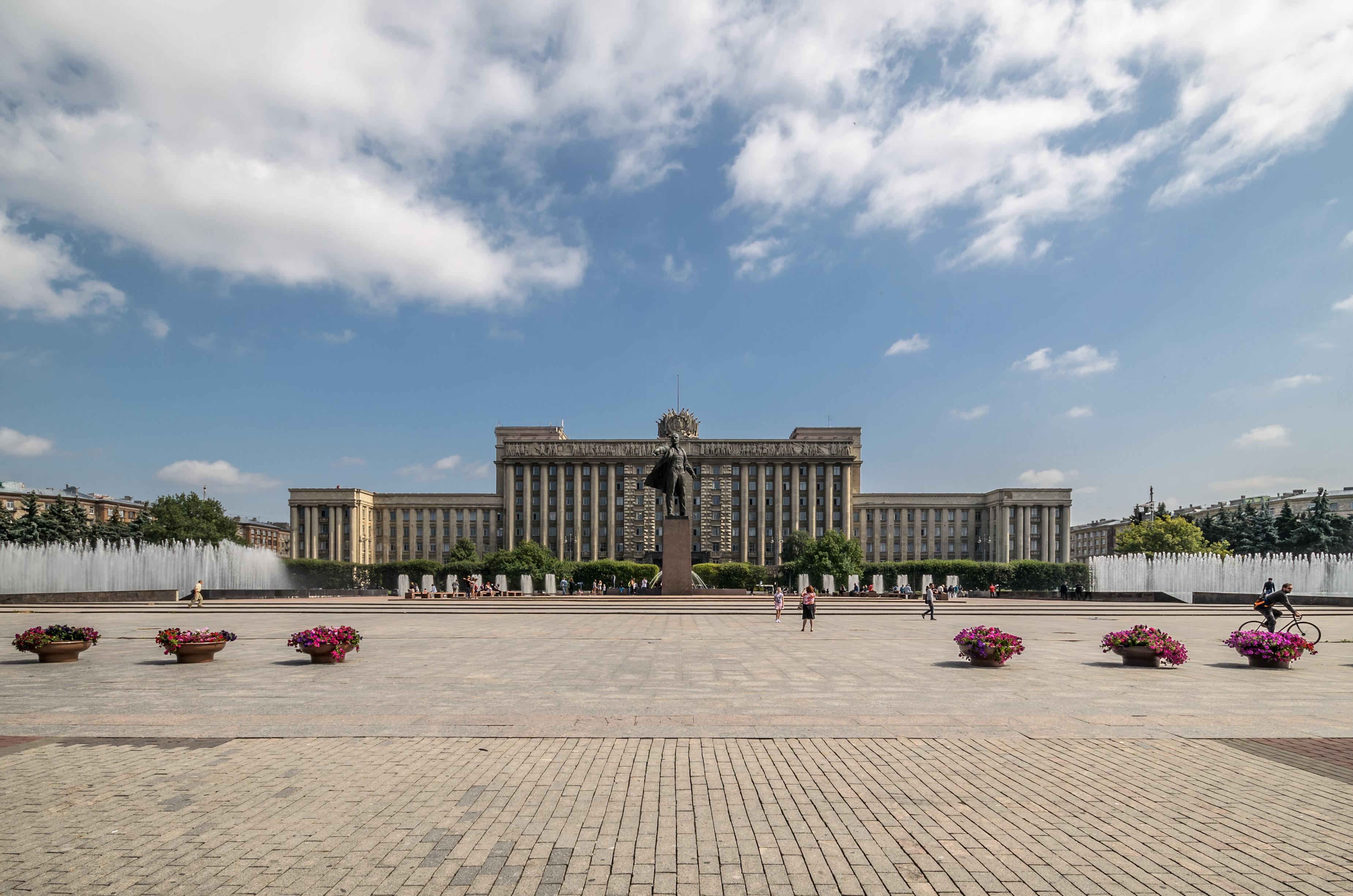 Moskovskaya Square SPB 01.jpg