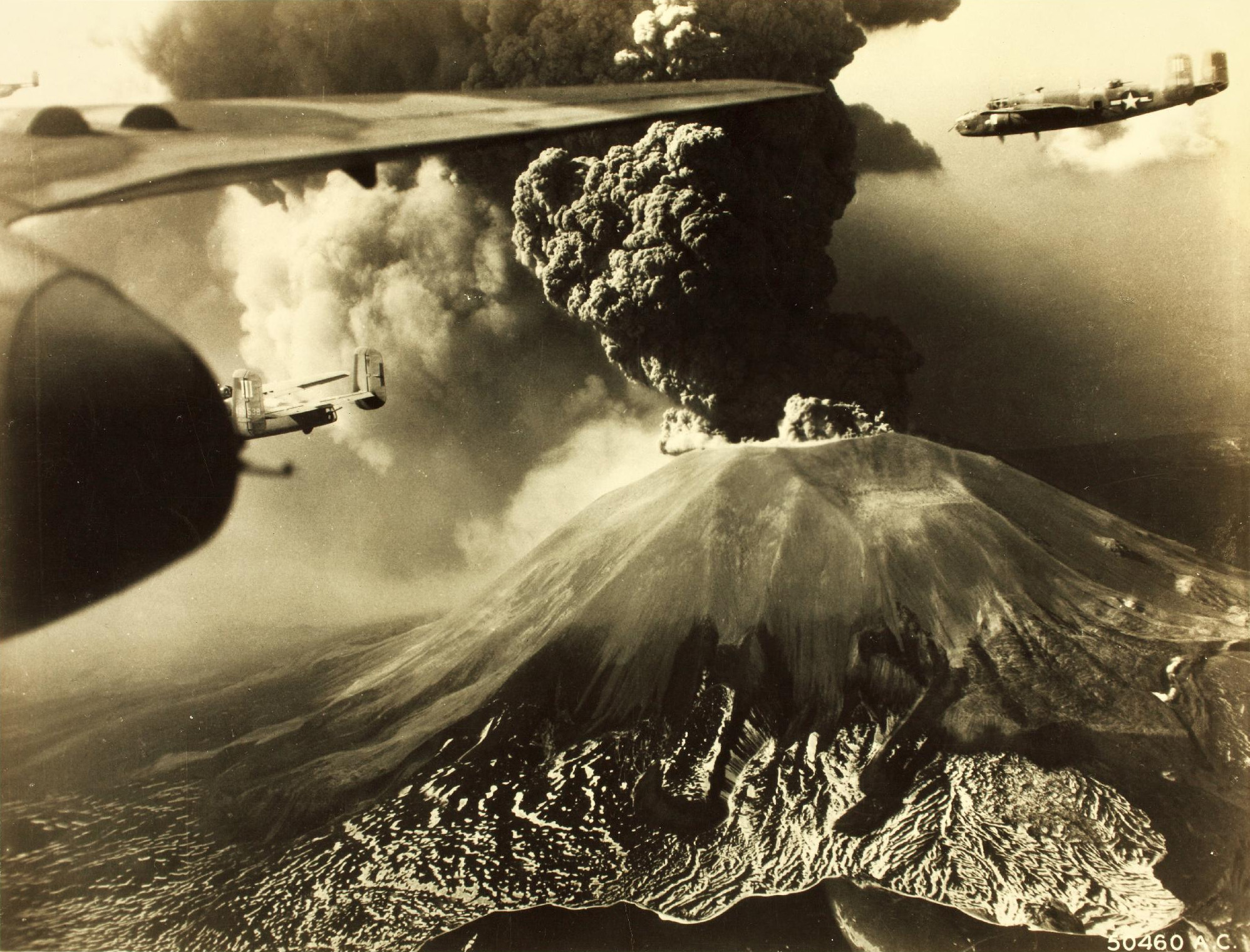 http://upload.wikimedia.org/wikipedia/commons/a/aa/Mt_Vesuvius_Erupting.jpg
