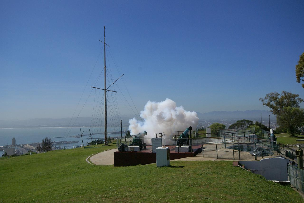File:Noon Gun Firing Signal Hill Cape Town 4 September 2008.jpg ...