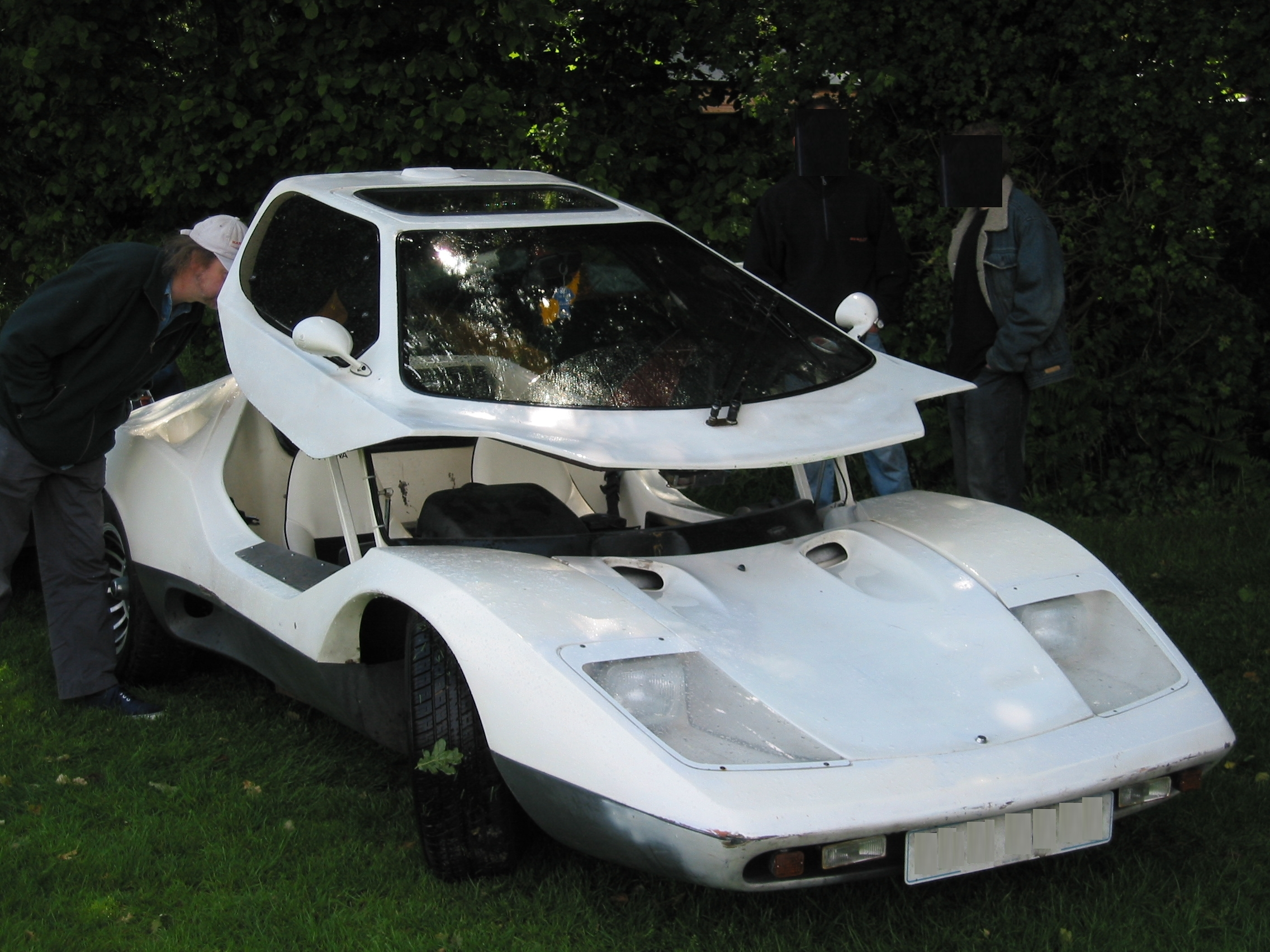 http://upload.wikimedia.org/wikipedia/commons/a/aa/Nova_car.JPG