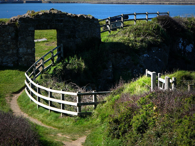 Old fort, Castle Point Fishguard - geograph.org.uk - 537551