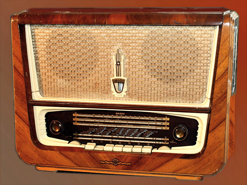 File:Orion AR 602 radio receiver.png