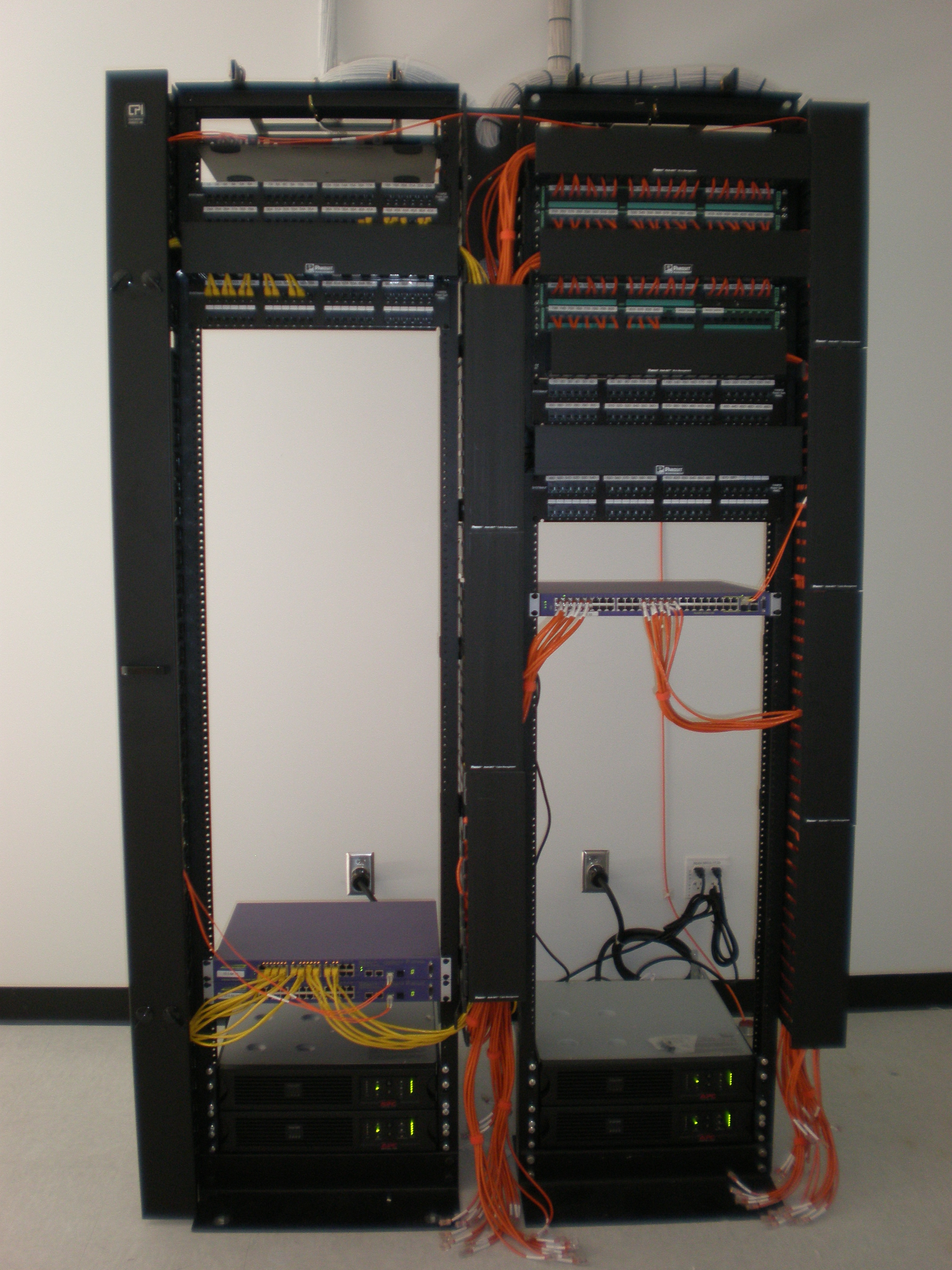 File:Panduit Pan-Net Cable Management System front.JPG ... on