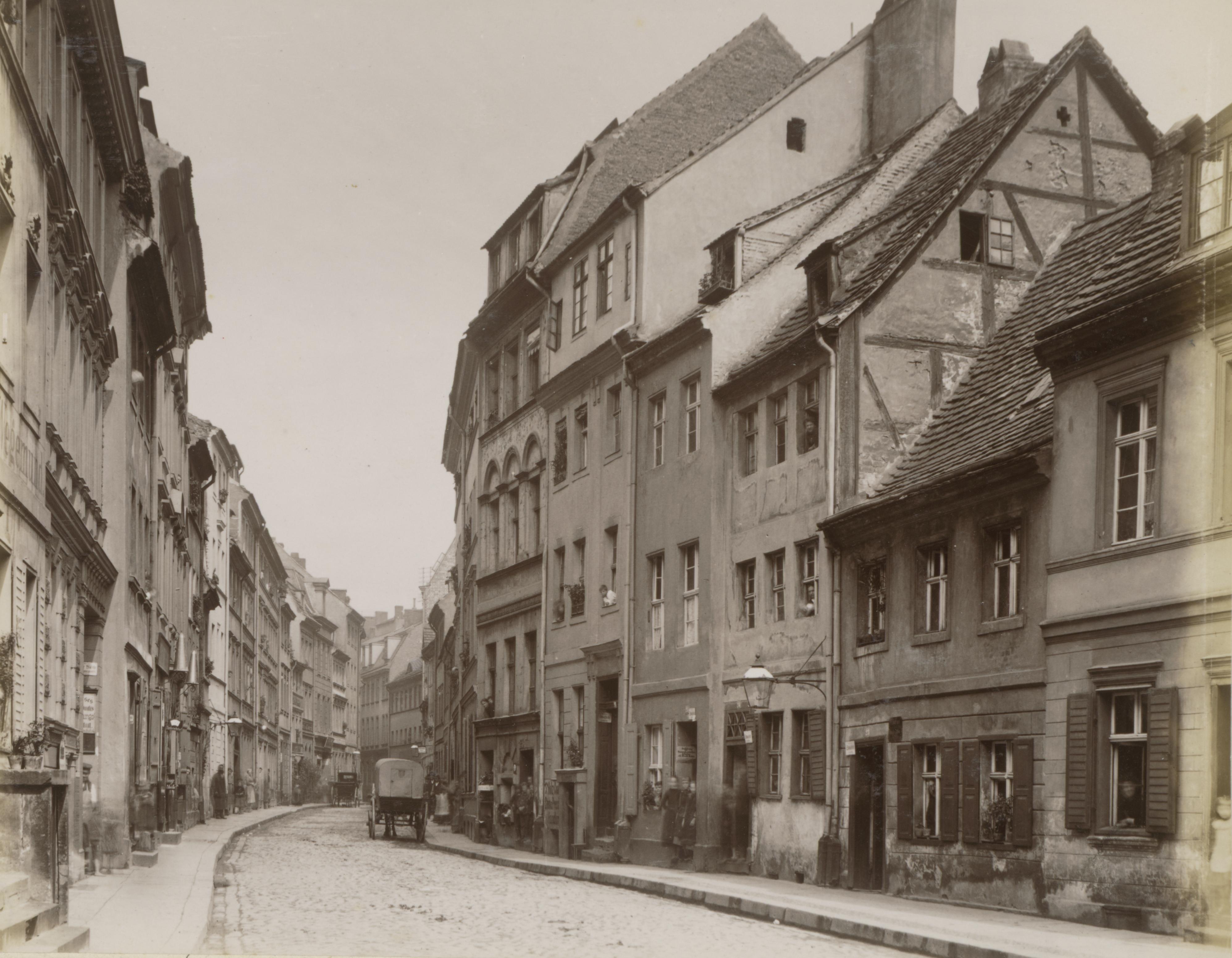 File:Petristraße, Berlin 1880.jpg