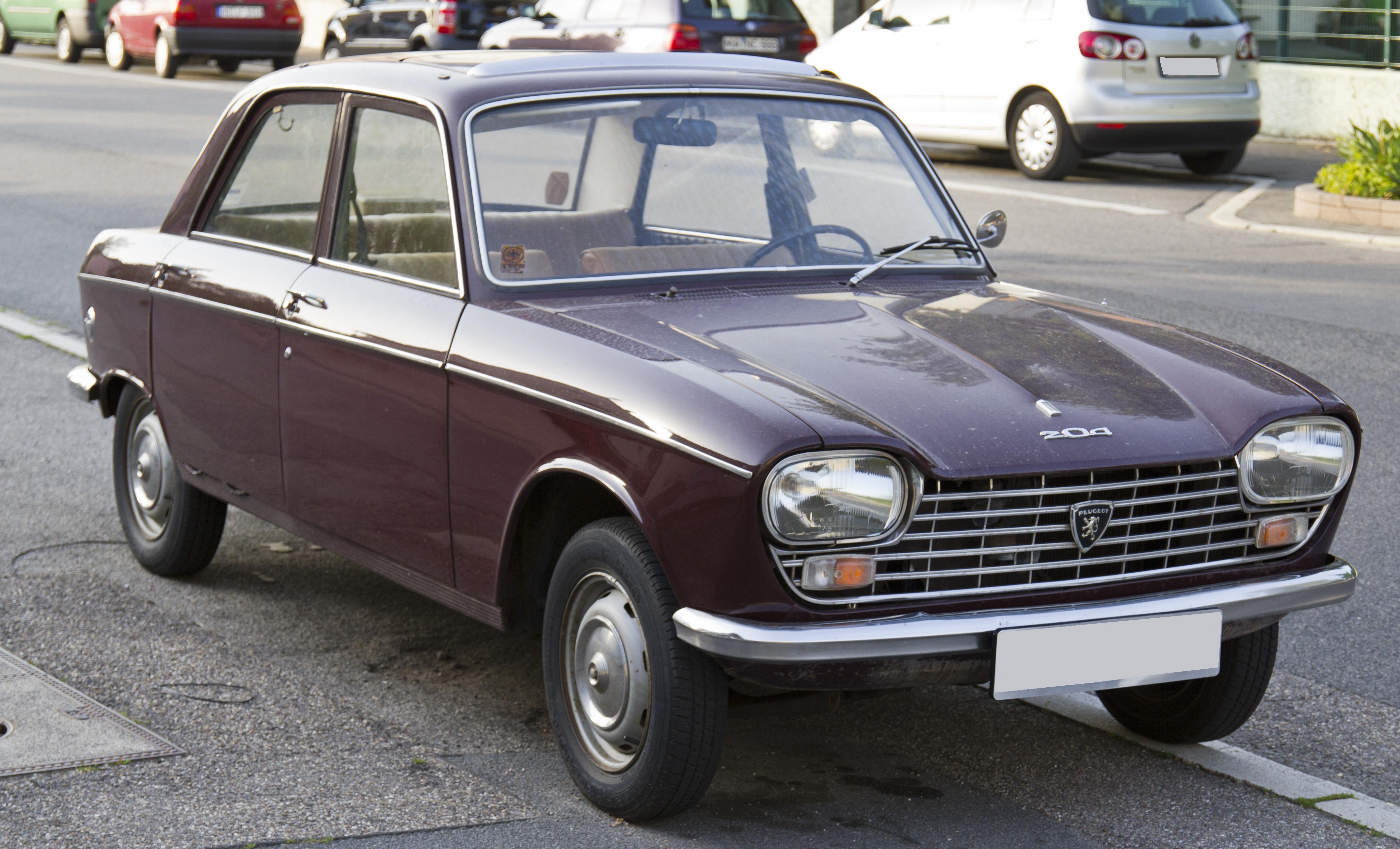 File:Peugeot 204 front 20120630.jpg
