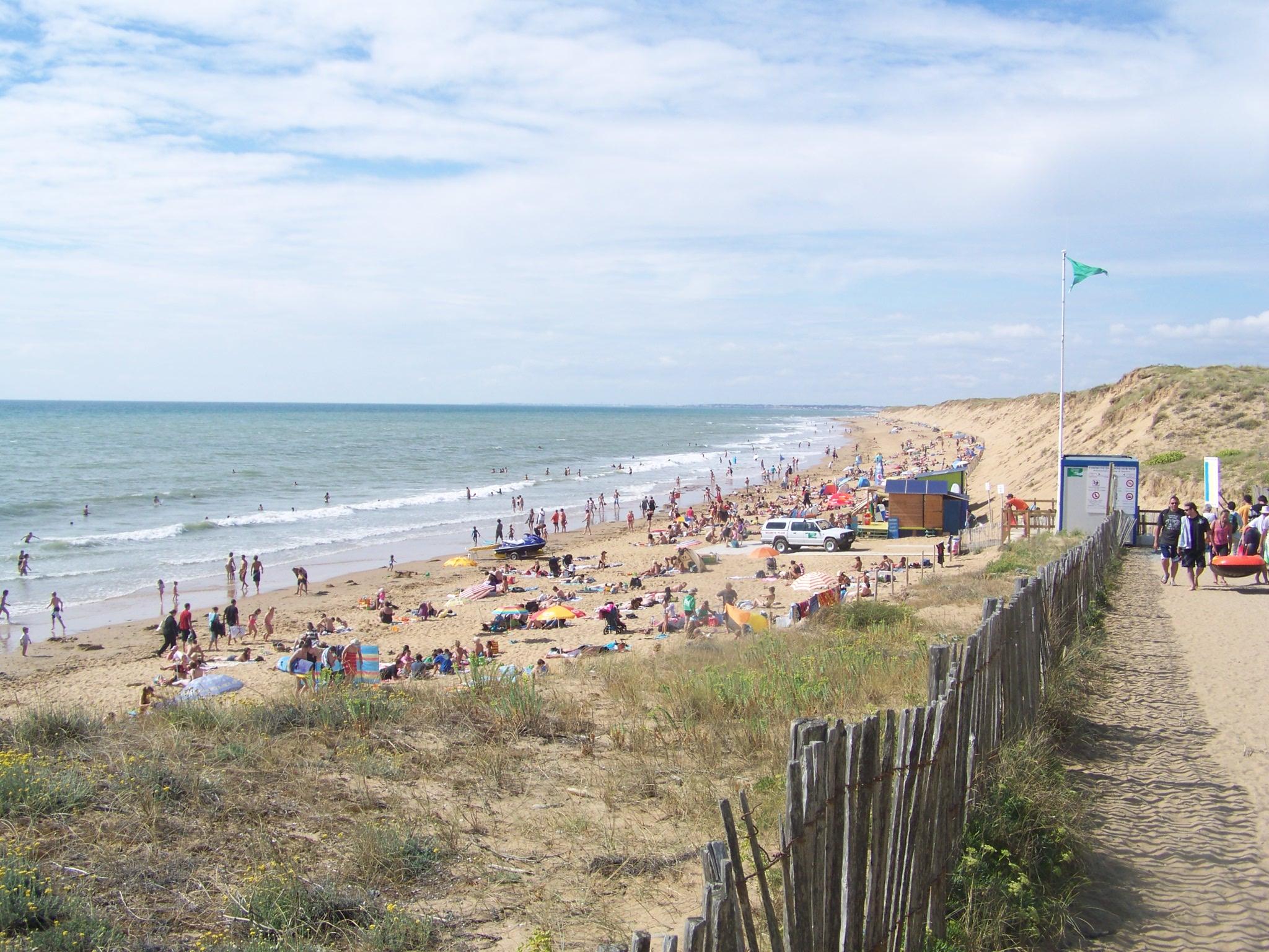 File plage de sauveterre olonne sur mer jpg wikimedia for Piscine des chirons olonne sur mer