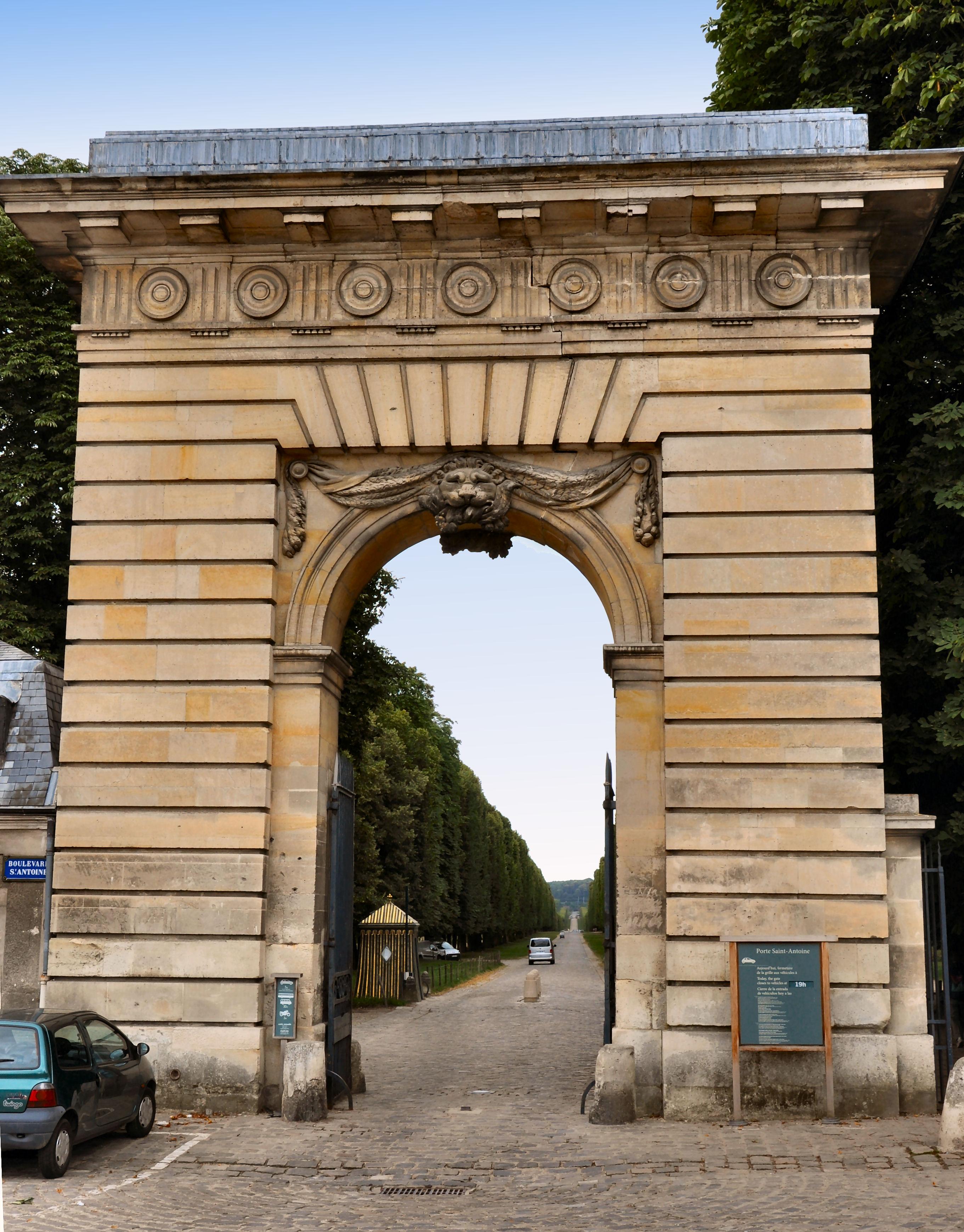 Allée Saint-Antoine — Wikipédia