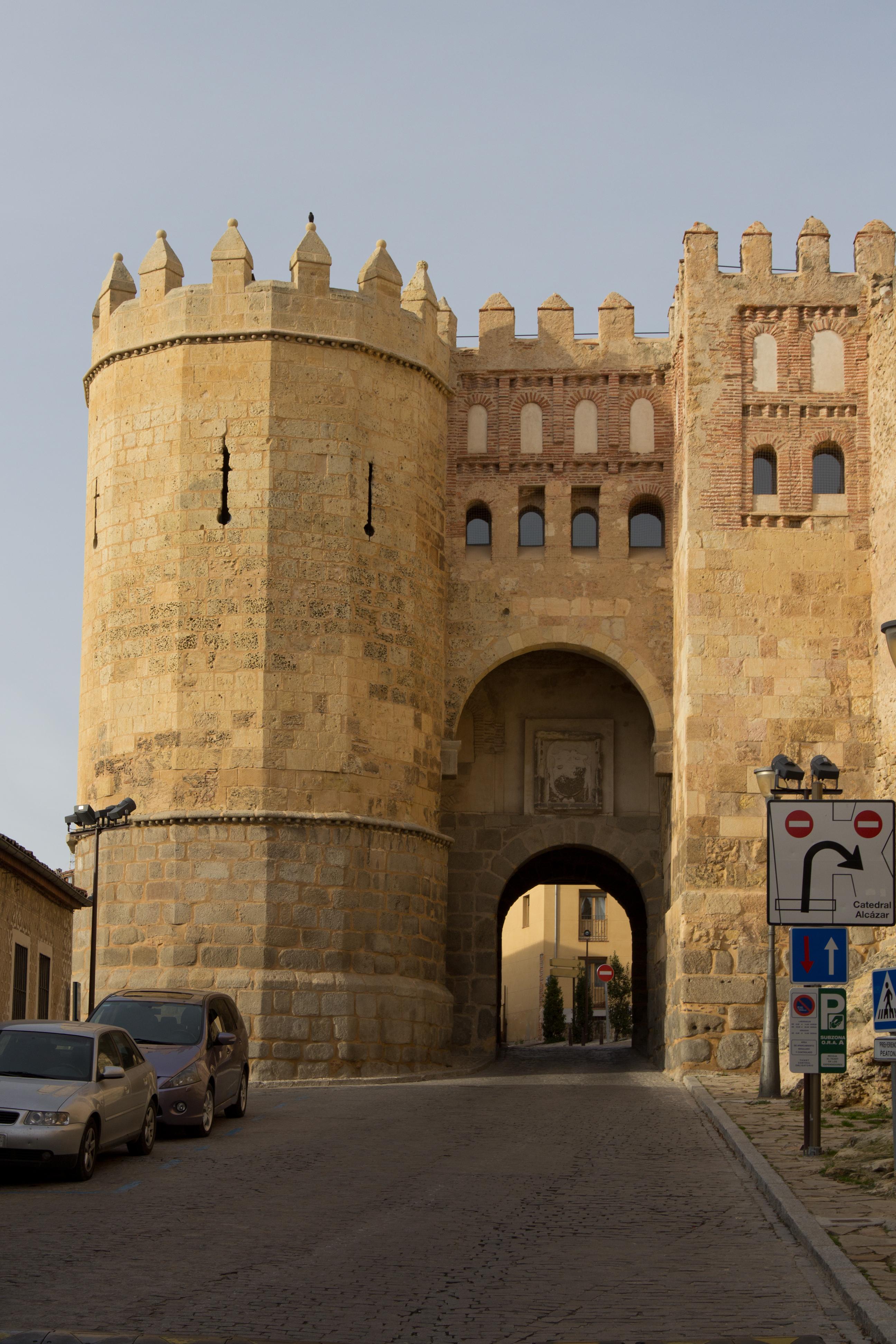 File puerta de san andr s wikimedia commons - Puerta de segovia ...