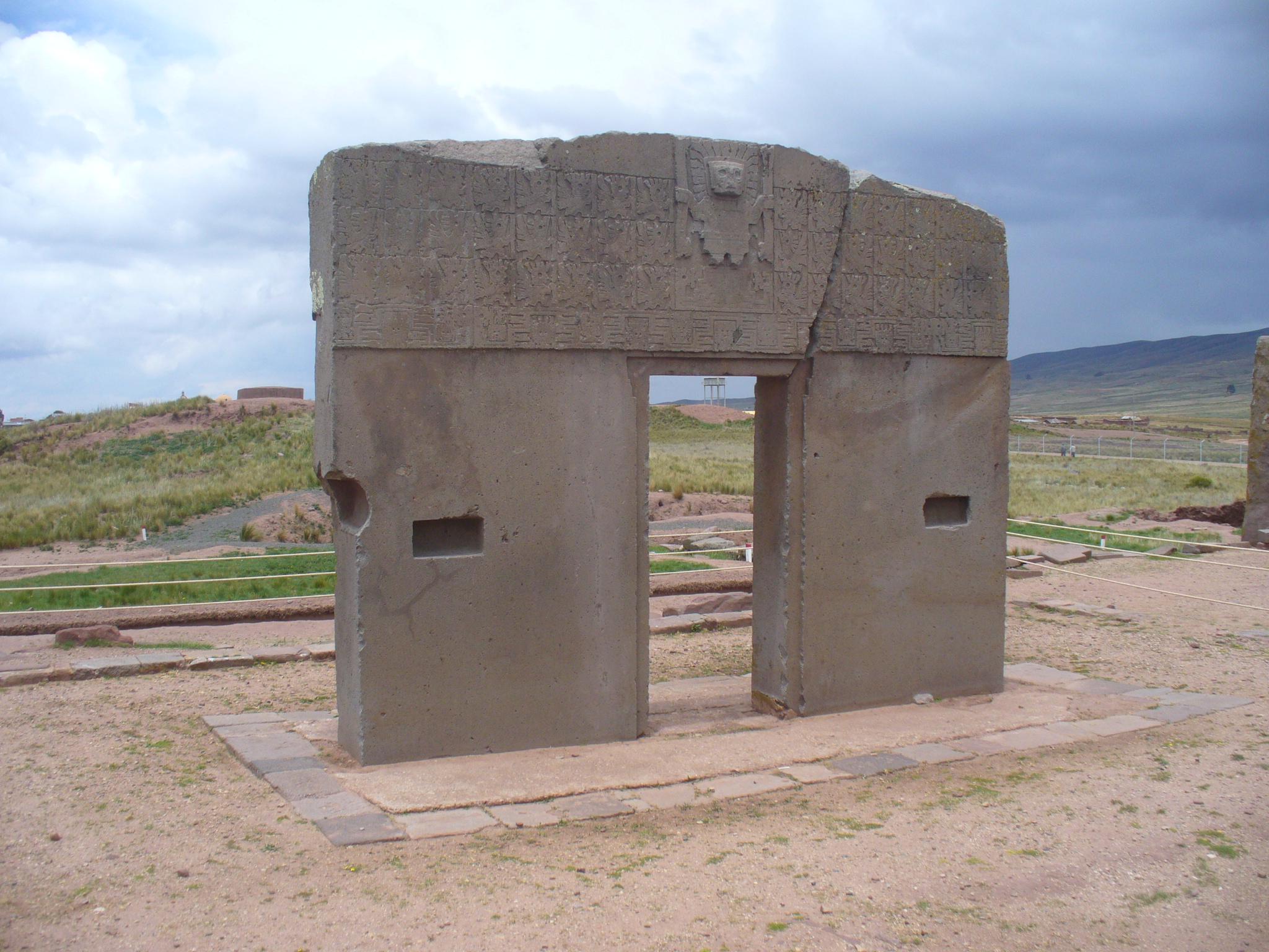 filepuerta del sol en tiwanaku boliviajpg wikimedia