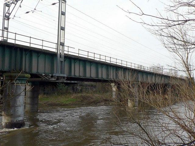 Description railway bridge over river aire geograph org uk 315433