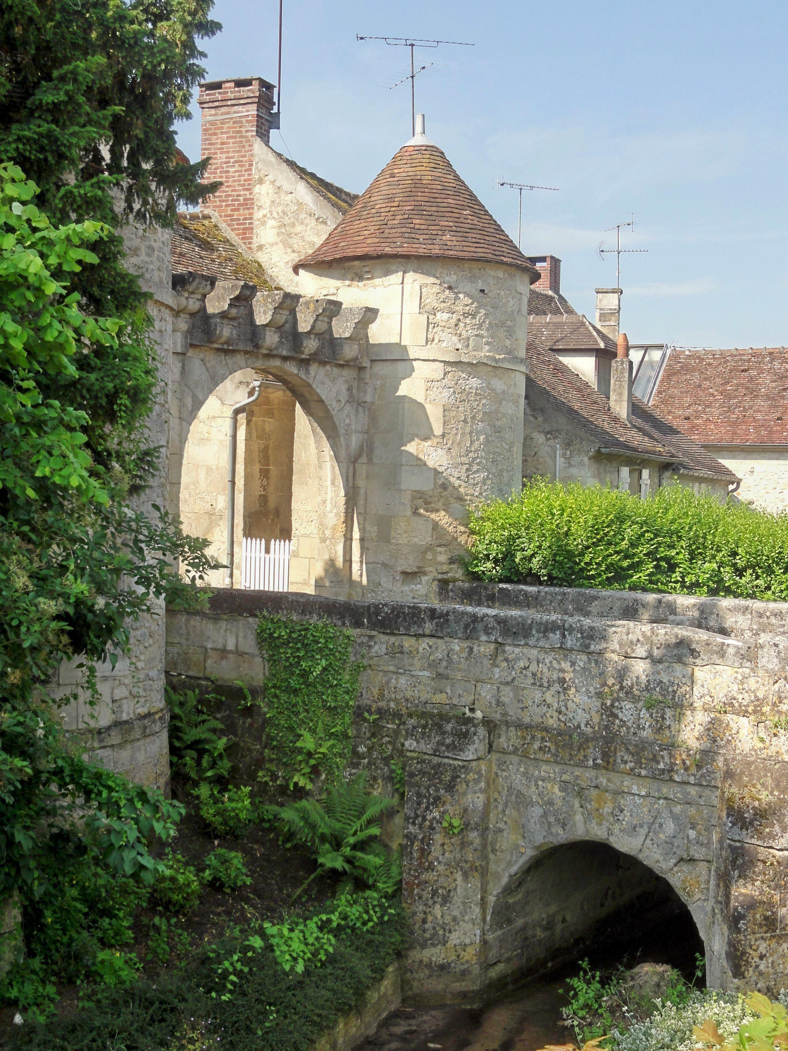 Saint Jean Au Bois - File Saint Jean aux Bois (60), porte fortifiée de l'abbaye 2 jpg Wikimedia Commons