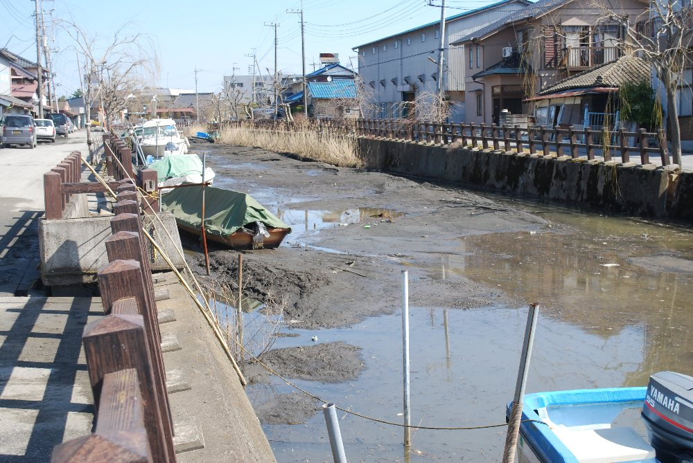 File soil liquefaction 4 katori city wikimedia for Soil liquefaction