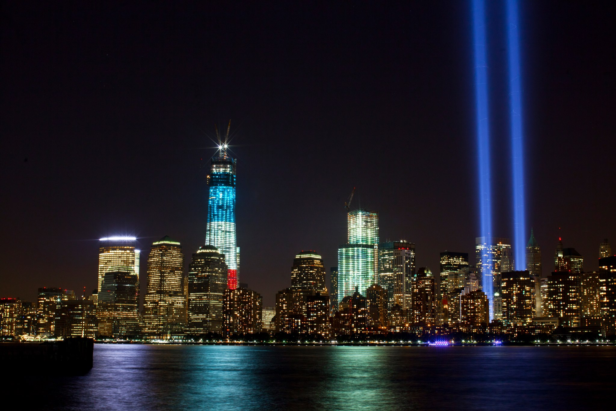 File:Tribute In Light And One World Trade Center (2012) Amazing Design