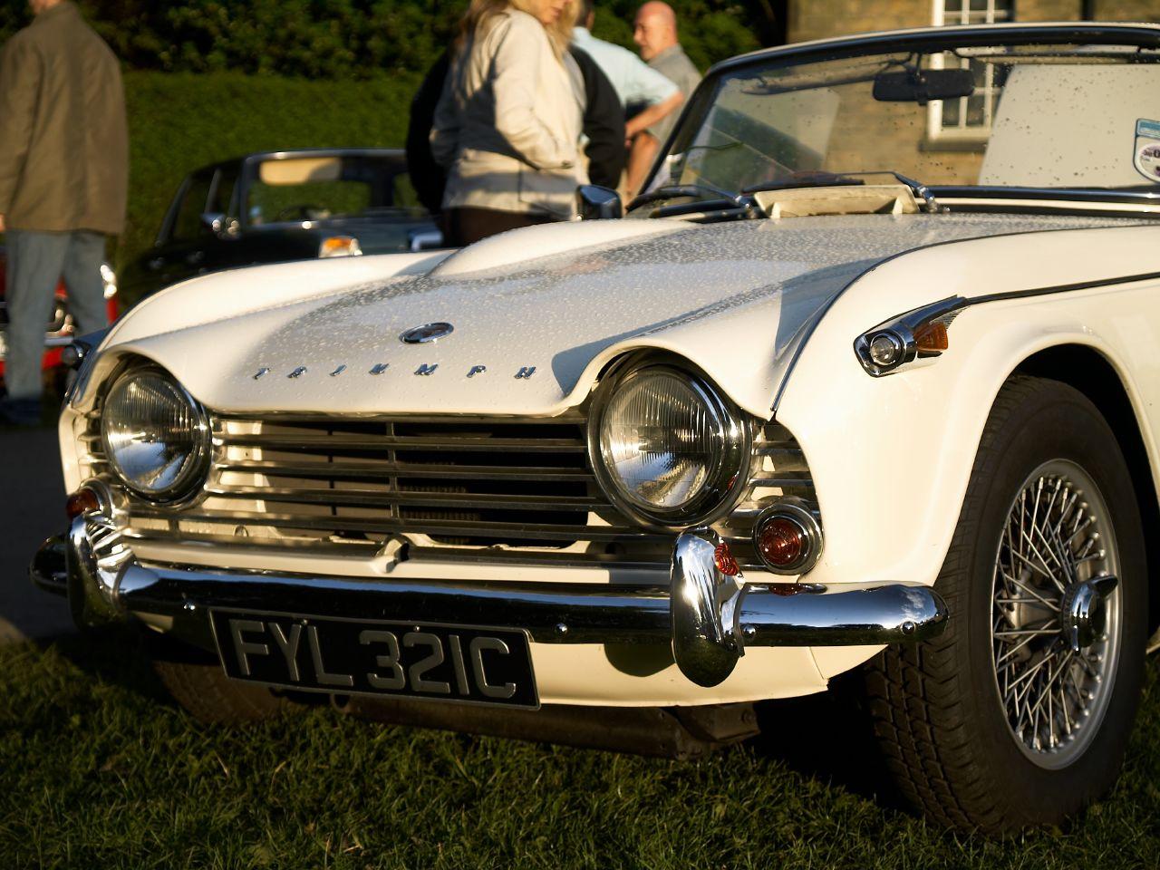 File:Triumph TR5 Renishaw Classic Car Show (1).jpg - Wikimedia Commons