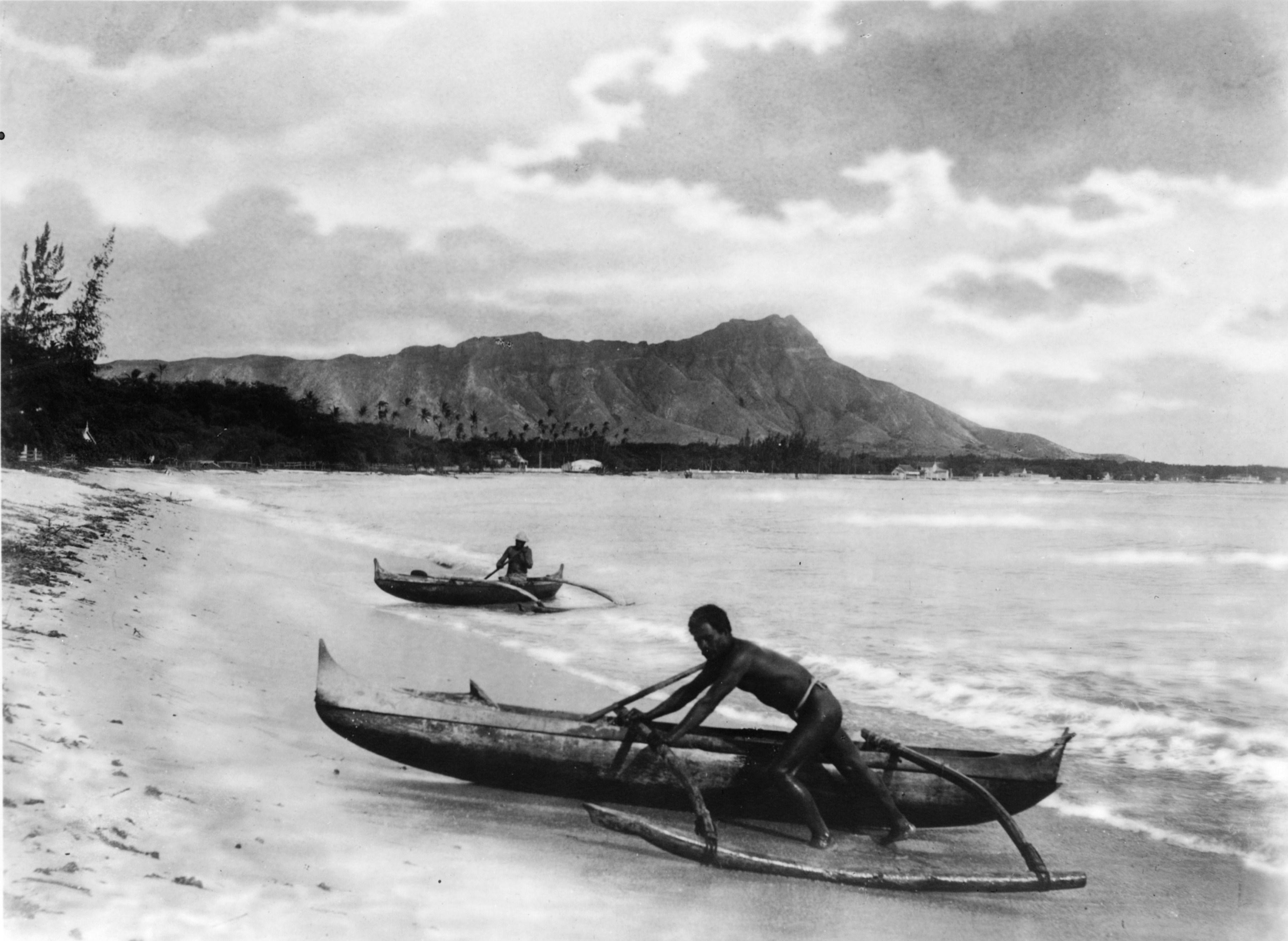 olynesianswithoutriggercanoesataikikibeach,ahusland,early20thcentury