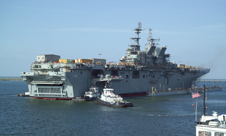USS_Makin_Island_%28LHD-8%29_Float_off-3.jpg