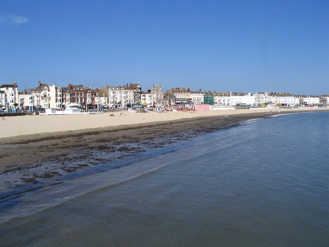 File:Weymouth beach and sea-front - geograph.org.uk - 406323.jpg