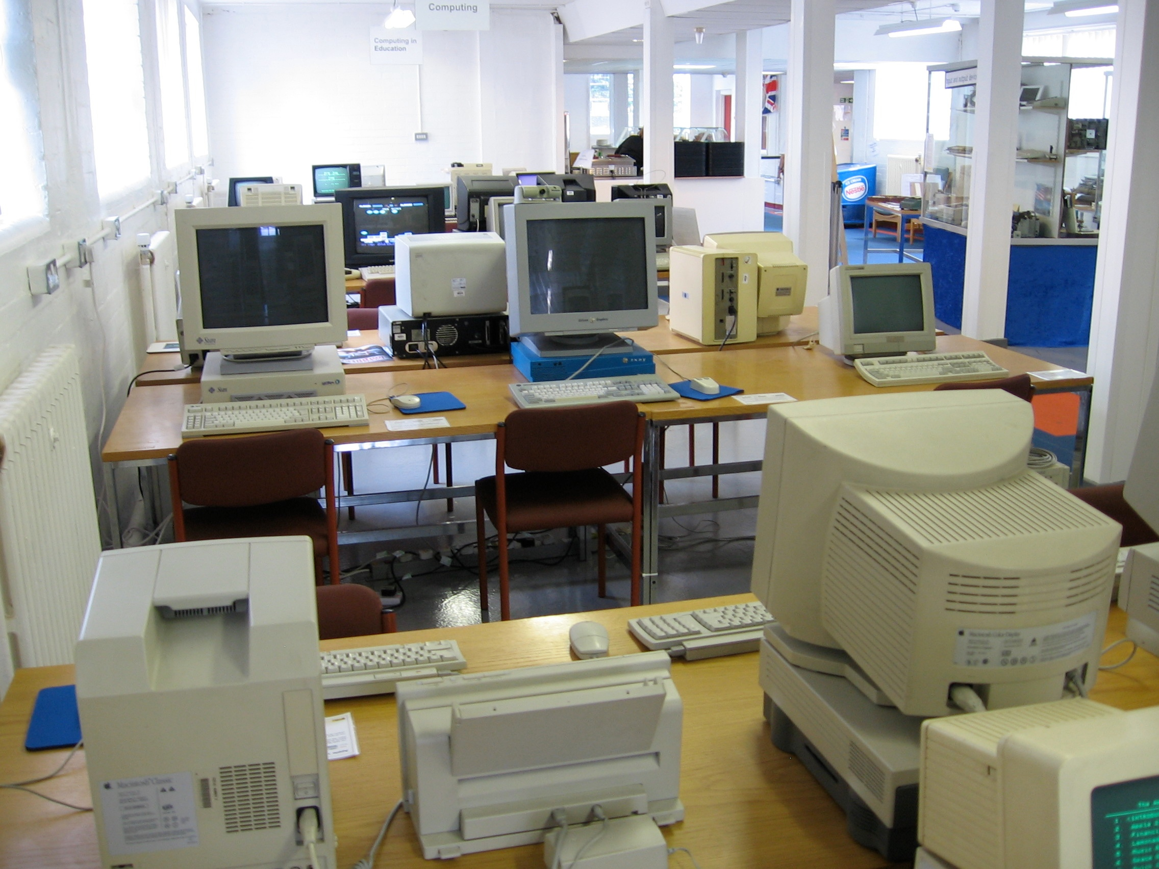File:Working vintage computers at National Museum of