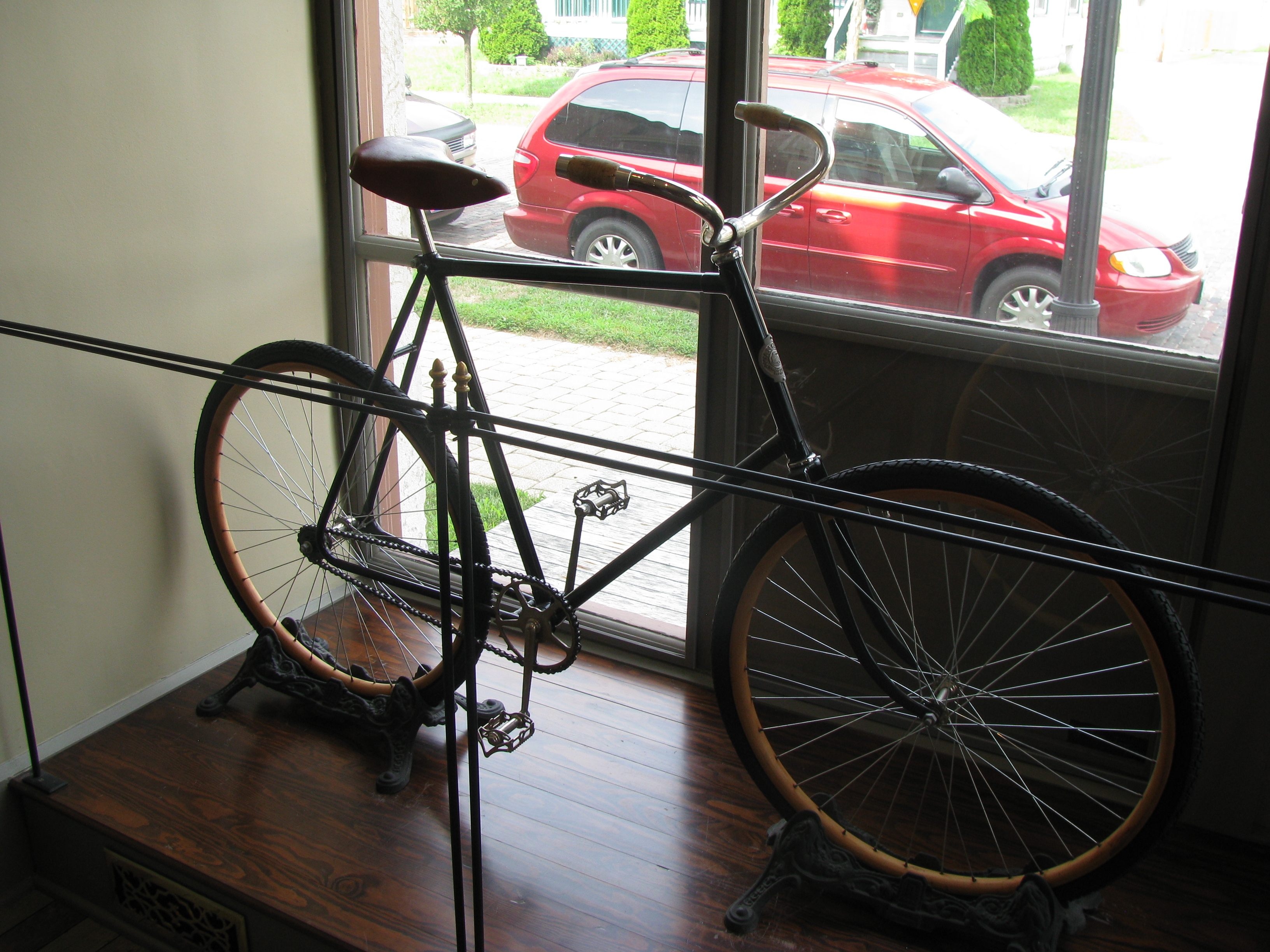 File Wright Brothers Bike At Front Window Jpg Wikimedia Commons
