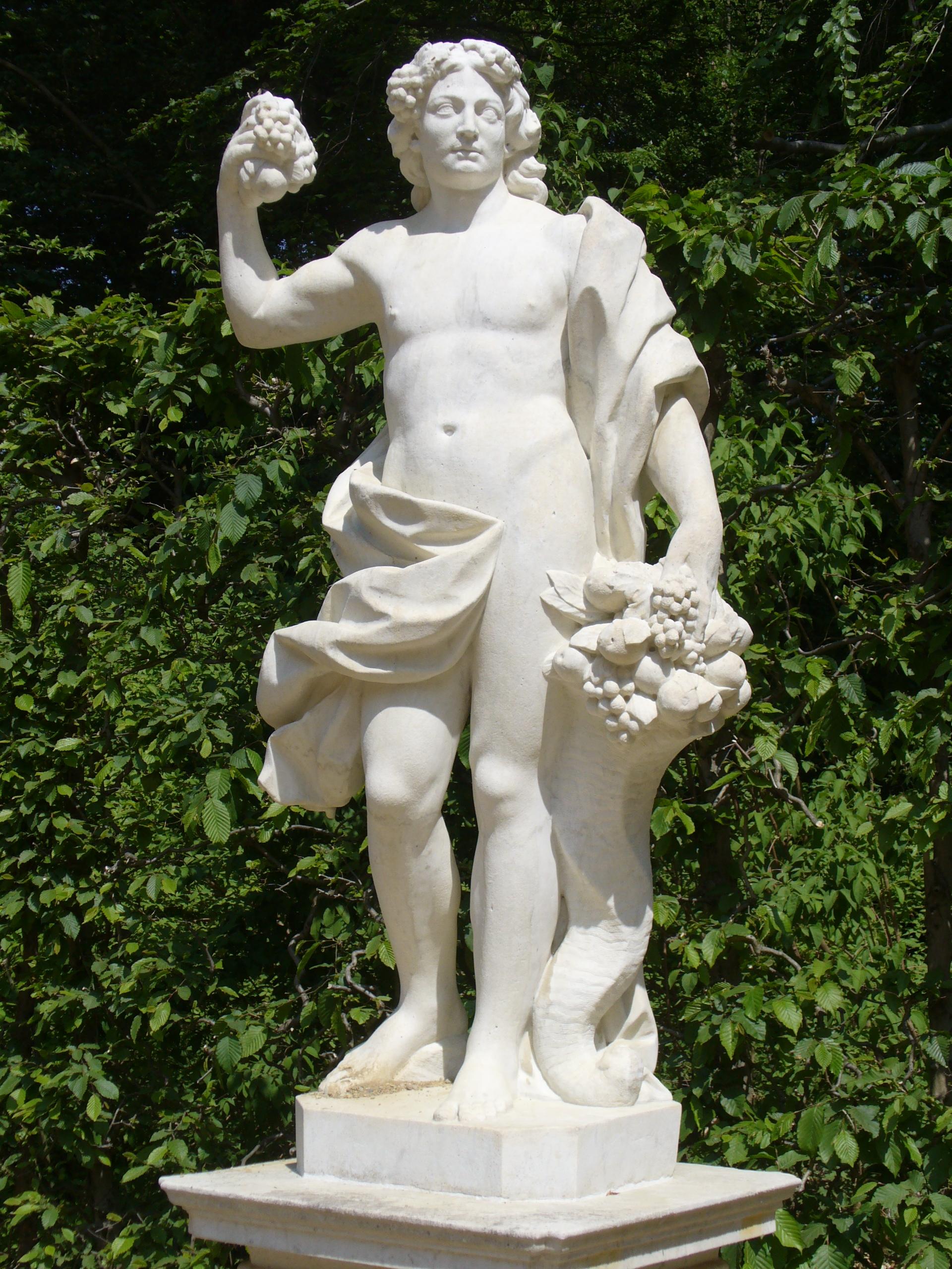 dyonisos  File:1002.Bacchus(Dionysos) mit Füllhorn-Glocken Fontäne Rondell ...