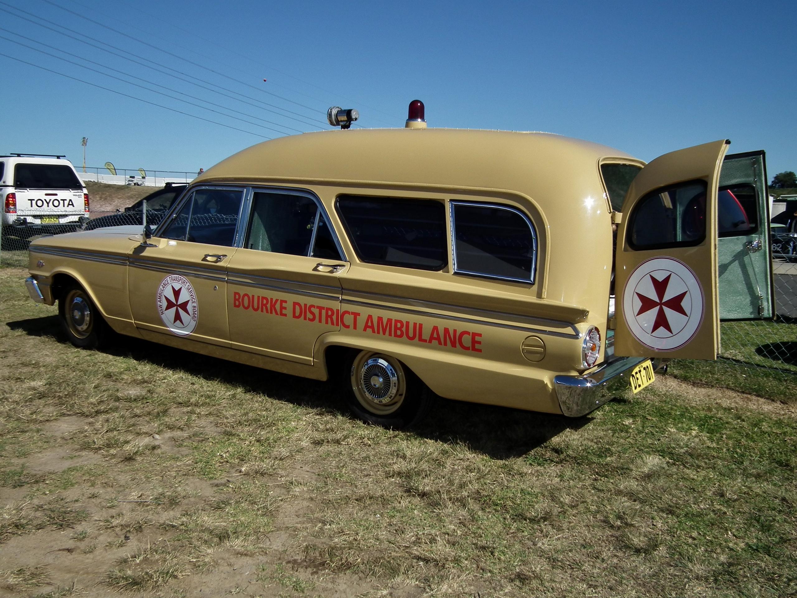File:1963 Ford Fairlane 500 ambulance - Bourke District
