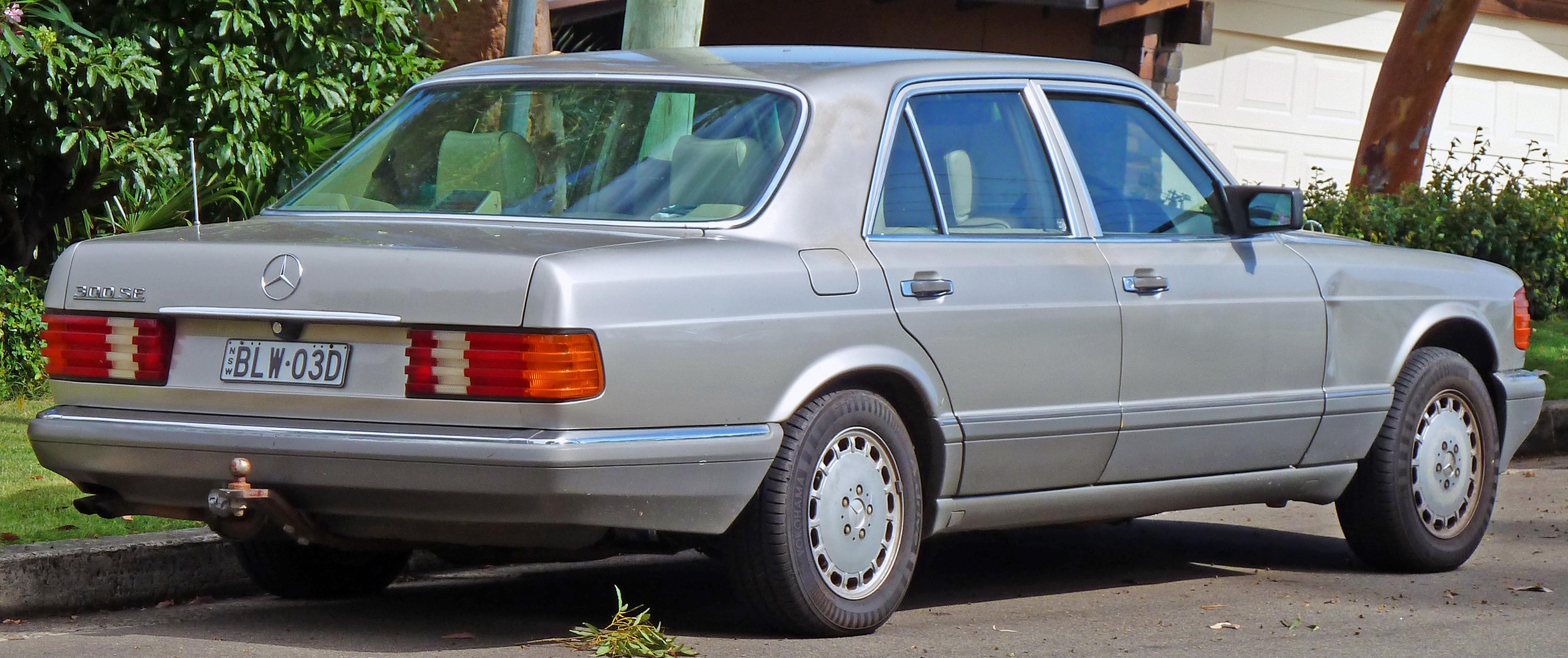 File 1989 mercedes benz 300 se w 126 sedan 2010