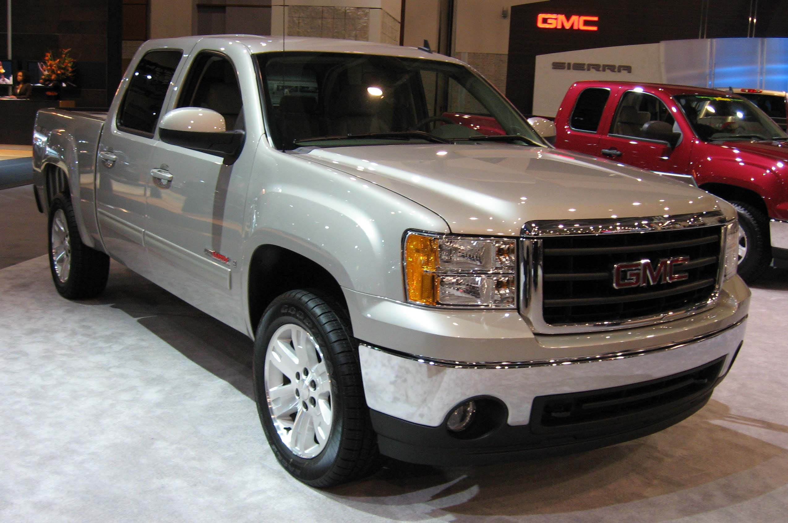 Description 2007-GMC-Sierra-DC.jpg