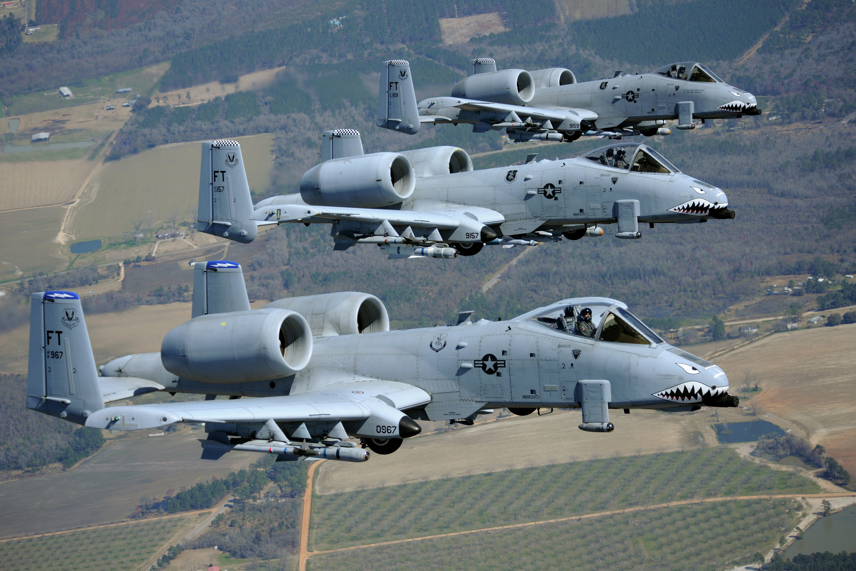 File:23d Wing - A-10 Thunderbolt IIs - 2010.jpg - Wikimedia Commons