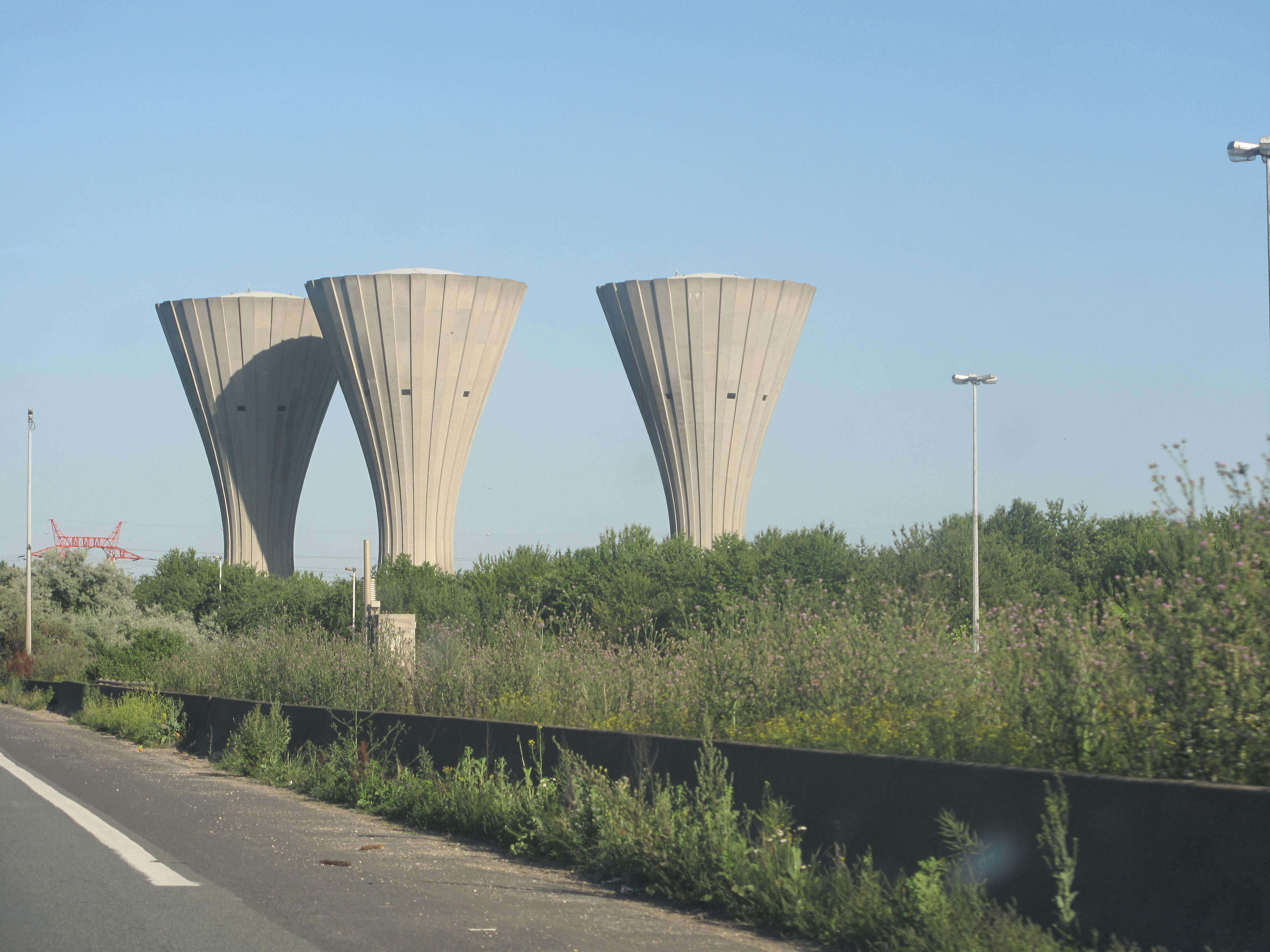 File 3 Watertowers jpg Wikimedia Commons # Casse Aulnay Sous Bois