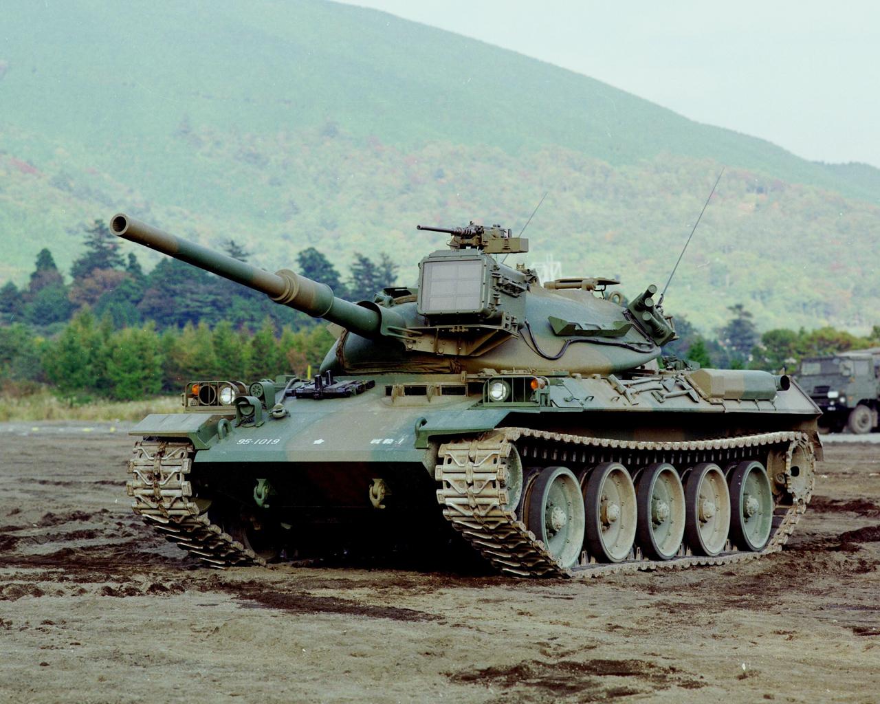 74式戦車 (8465384154).jpg