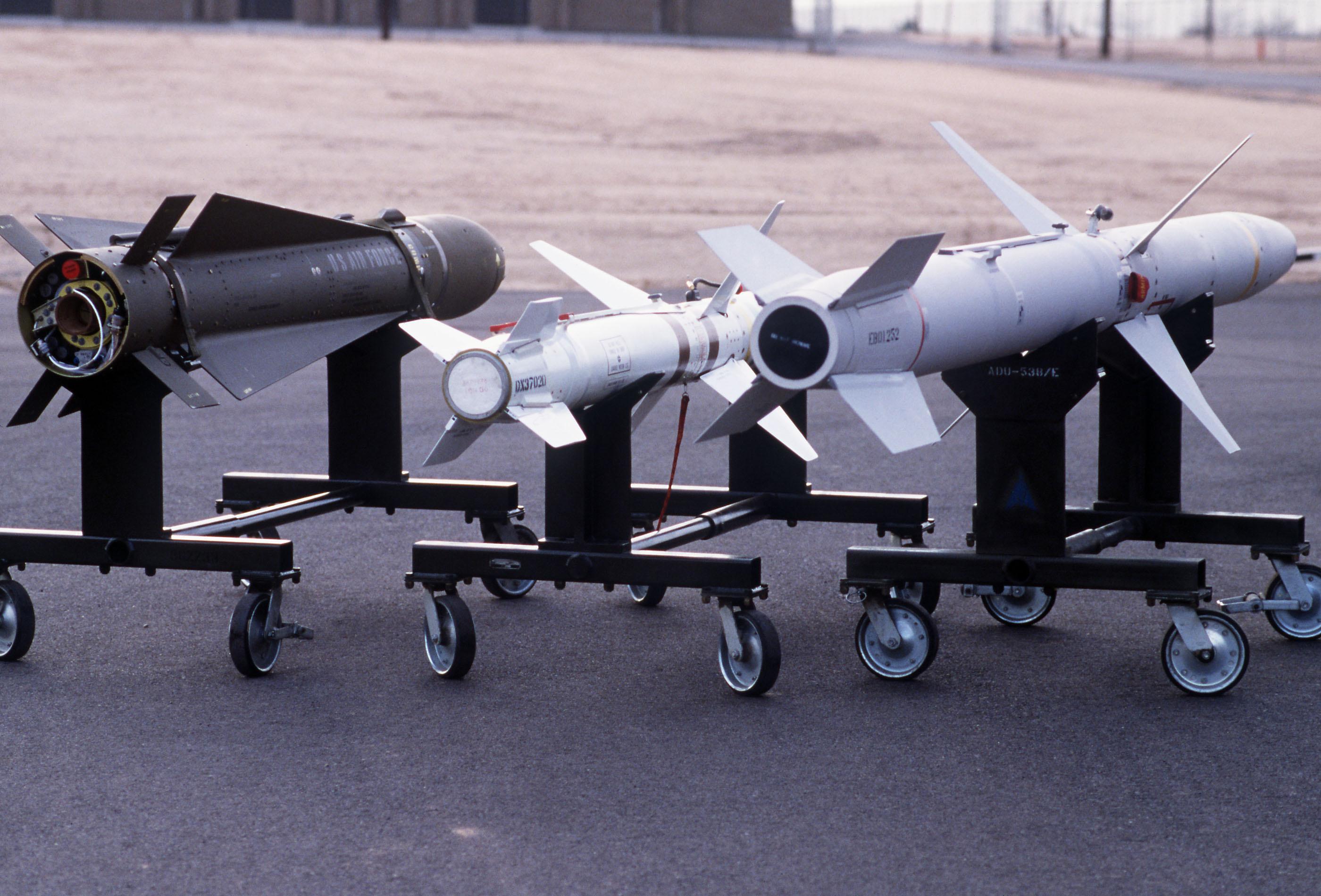 النسخة الجديدة من الهارم، العدو الاول للرادارات! AGM-88_AGM-45_and_AGM-65_rear_view