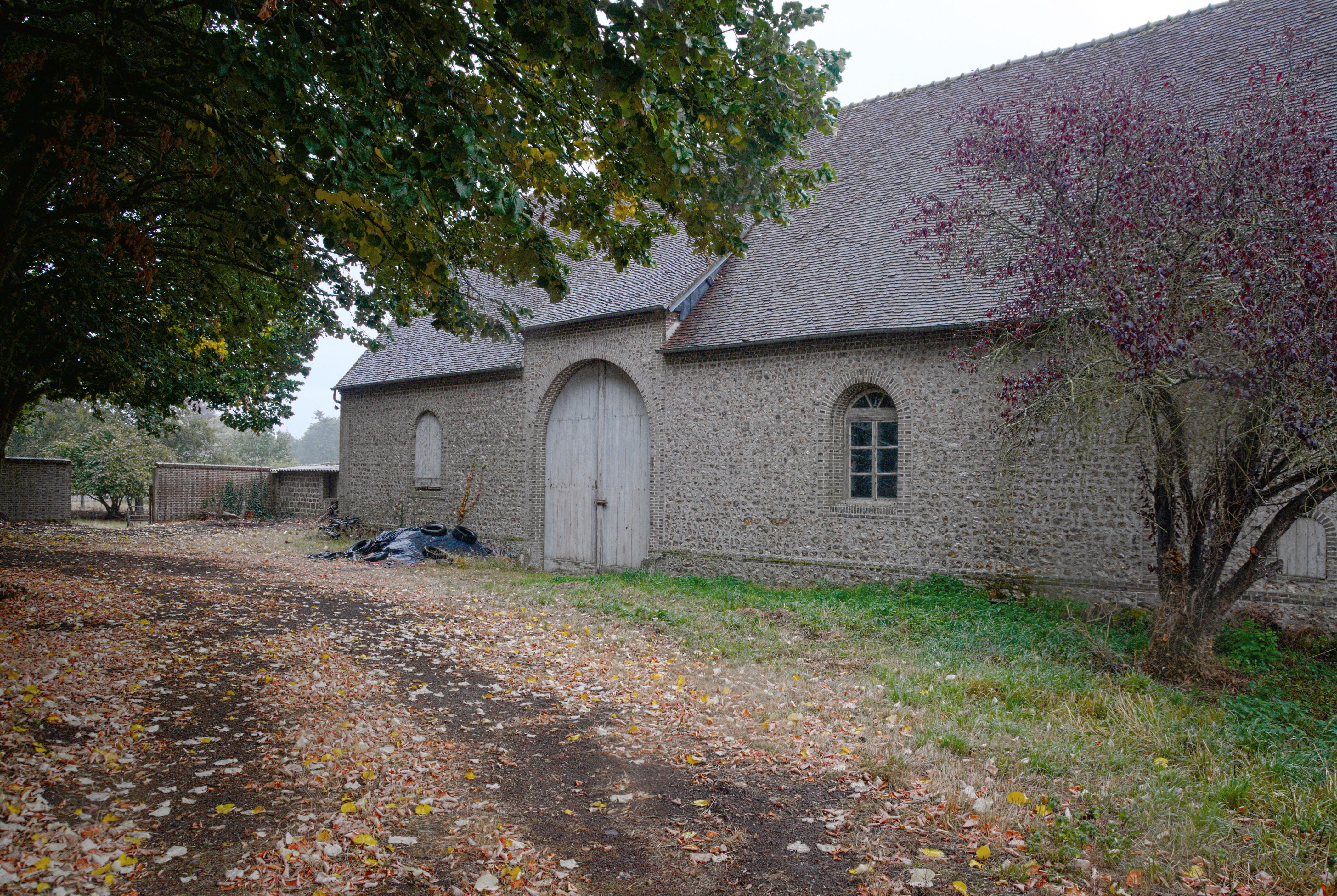 File abbaye de chaise dieu du theil cour sup for Chaise dieu du theil