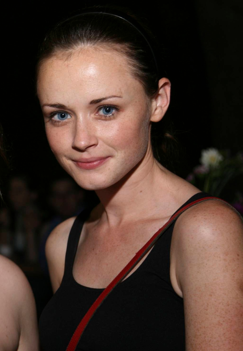 Hair Style Trends Makeup for Virgo Women Alexis Bledel-3
