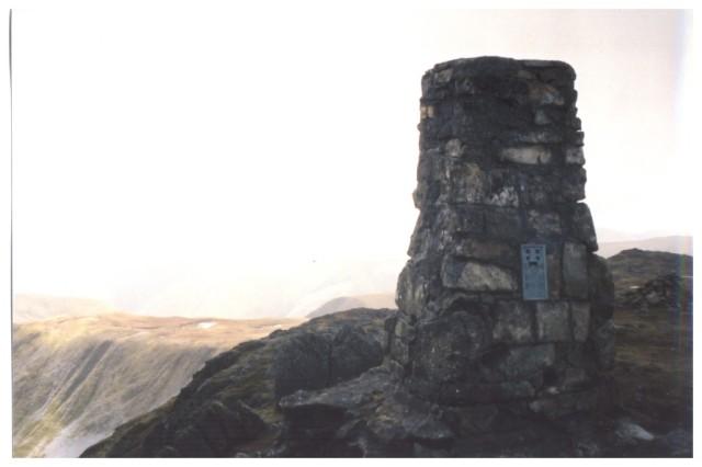 File:Aran Fawddwy summit - geograph.org.uk - 1013572.jpg