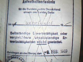 Stempel unbefristete Aufenthaltserlaubnis 1989 - Quelle: WikiCommons, siehe Artikelende